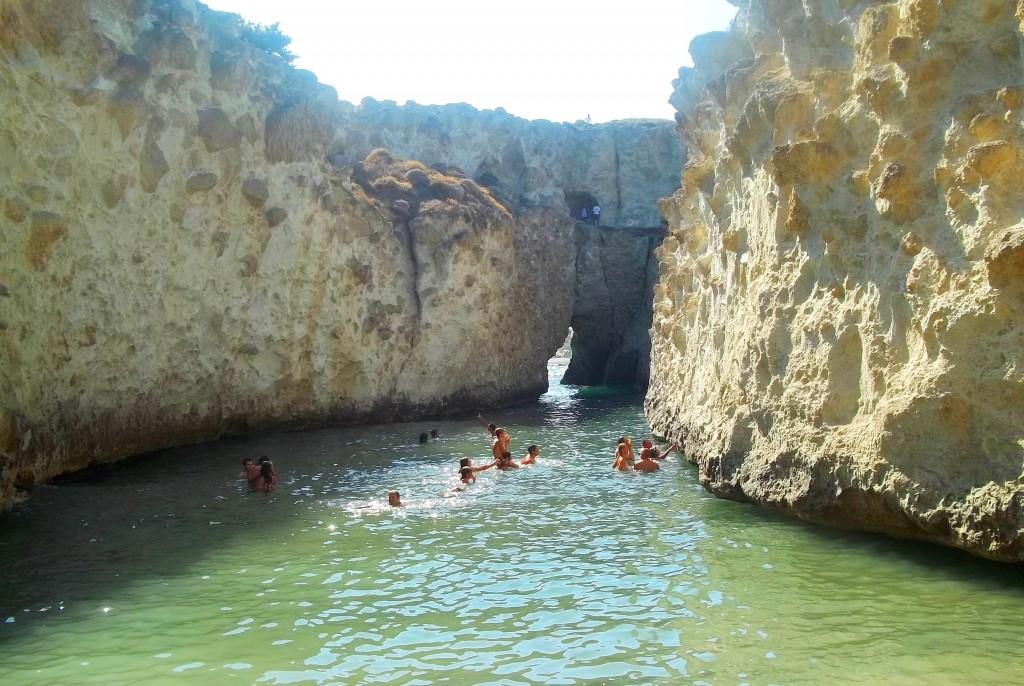 La pequeña playa de Papafragas, una de las playas más espectaculas de Milos