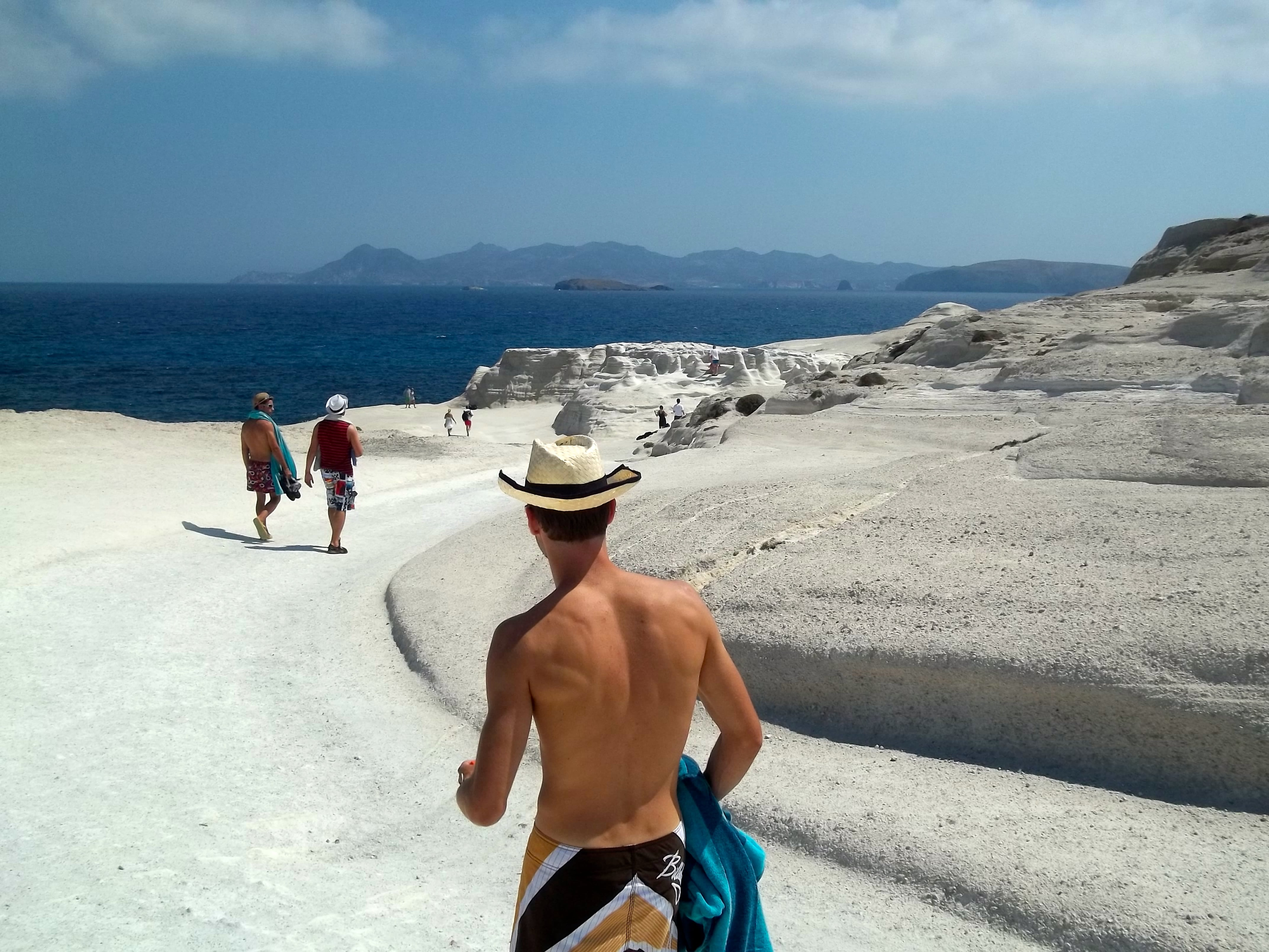 Cómo llegar a la playa de Sarakiniko, en Milos, Grecia