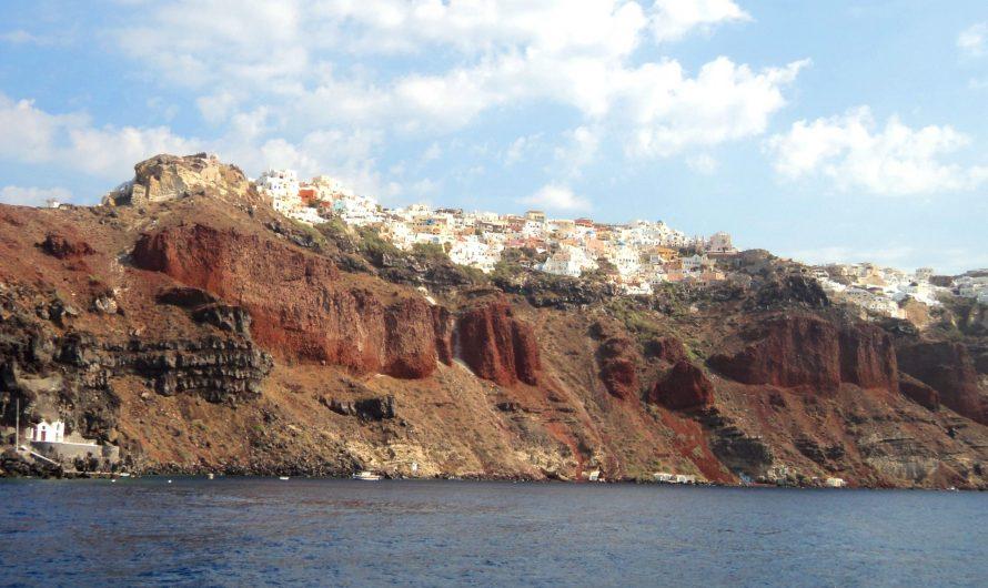 Santorini y la pequeña isla de Thirassia