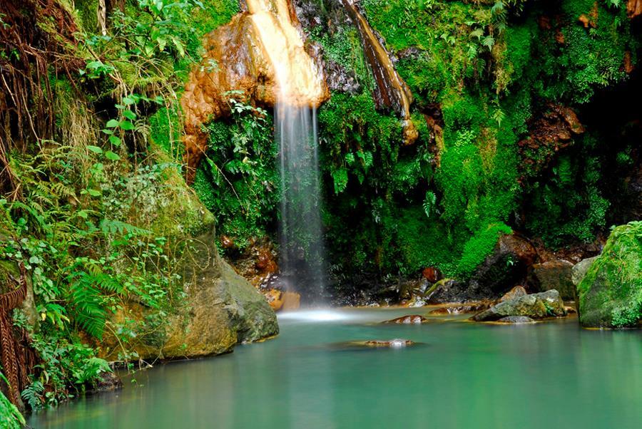 Aguas termales en Caldera Velha, aptas para el baño