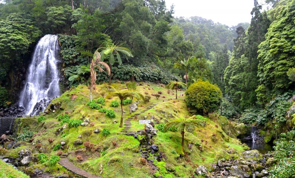 Cascada grande de Ribeira dos Calderoes, en Sao Miguel