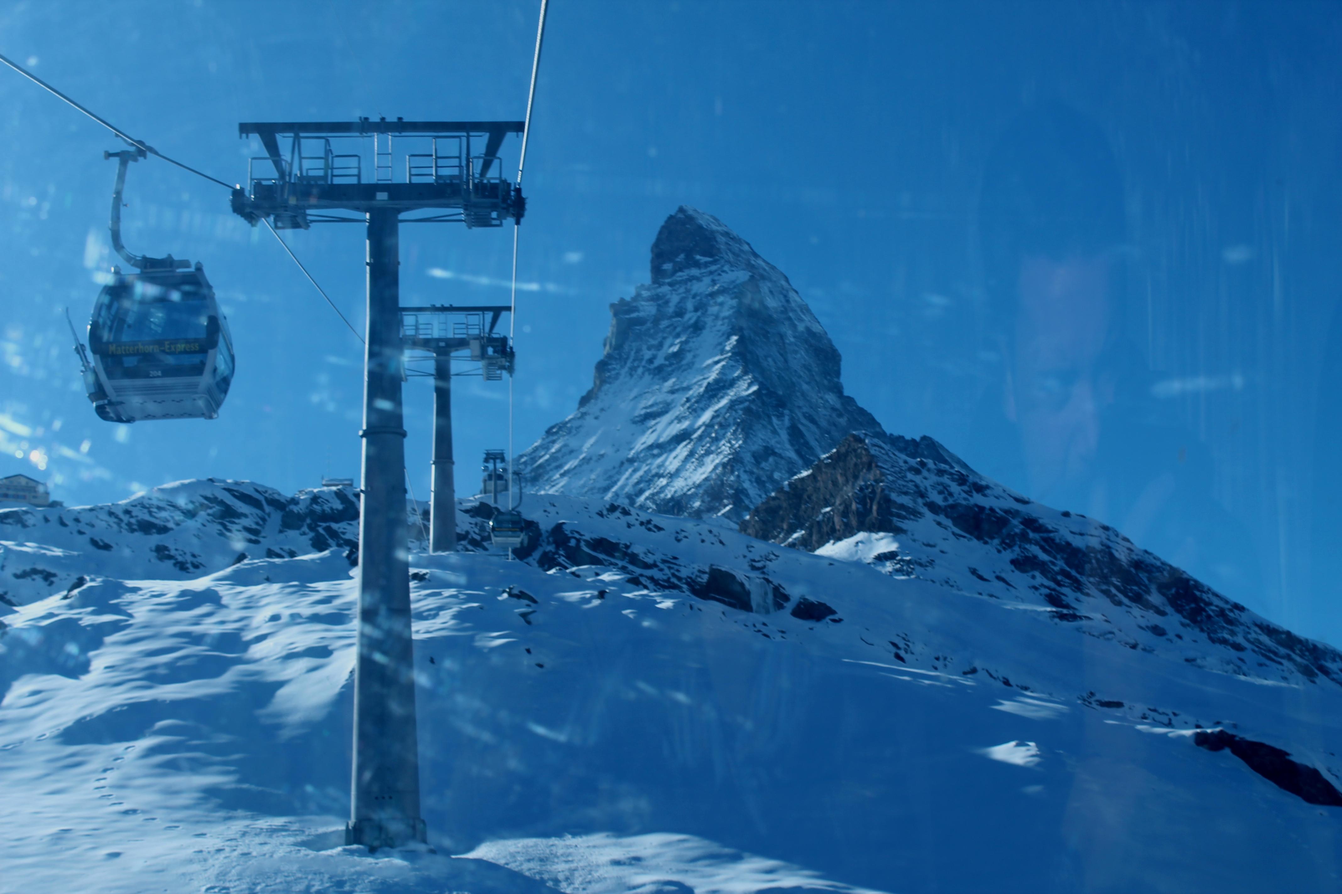 Subiendo en el teleférico a Klein Matterhorn