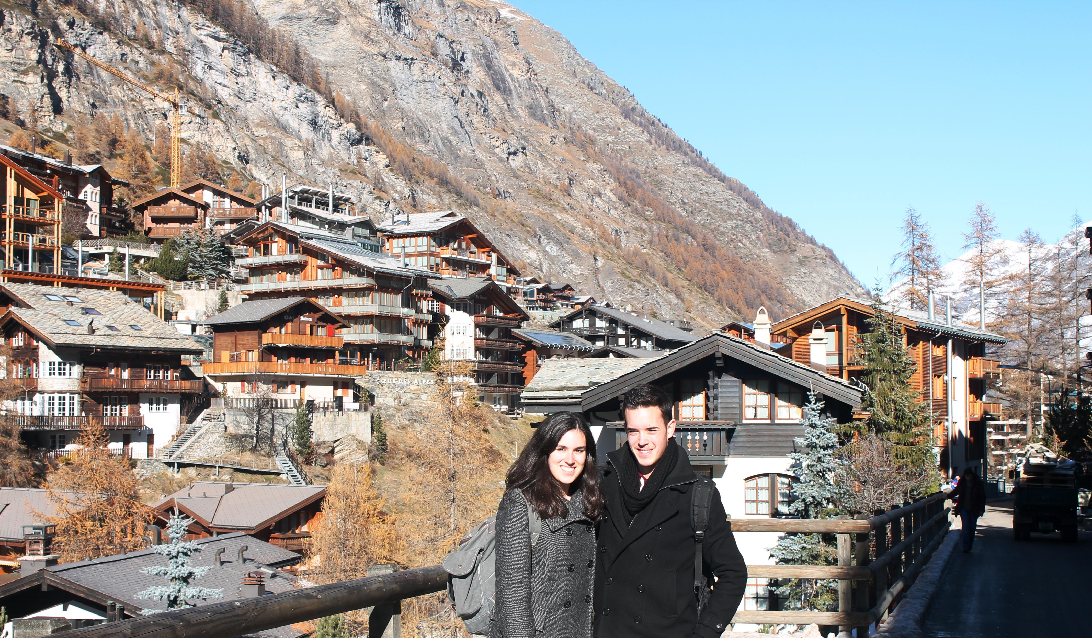 Caminando hacia el teleférico a Klein Matterhorn