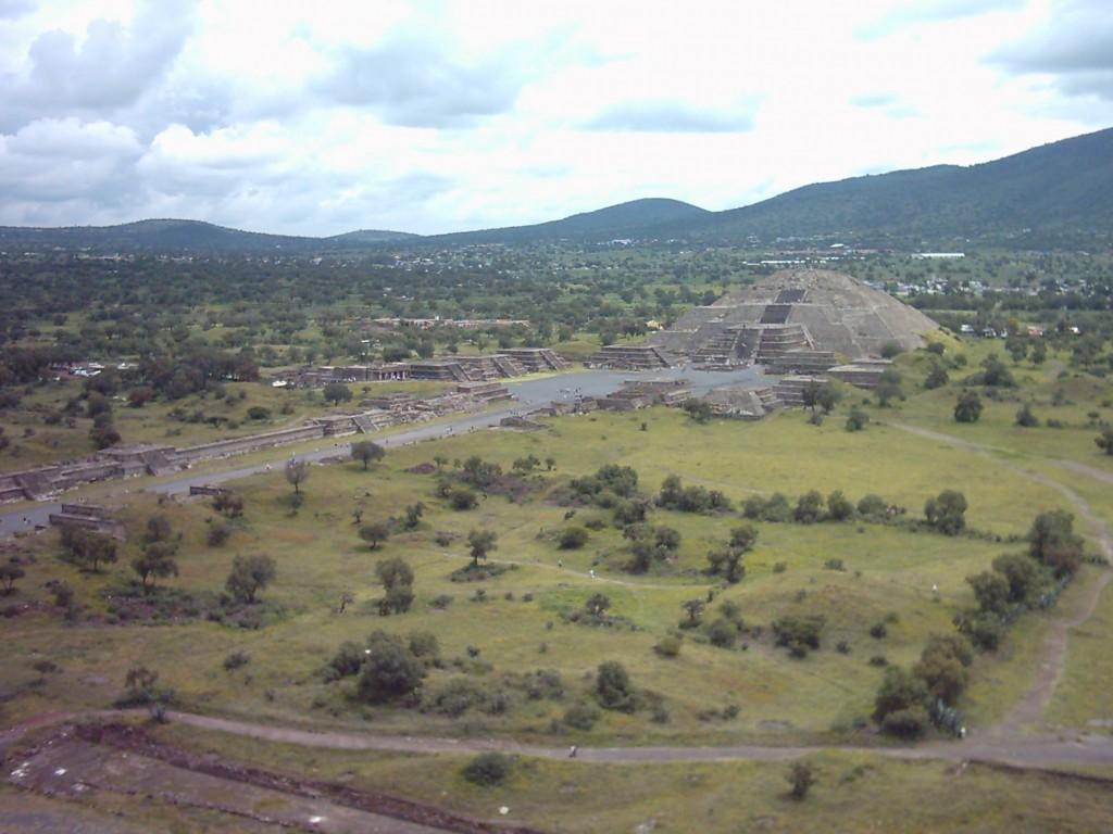 Avenida de los Muertos, Plaza de la Luna y Pirámide de la Luna en Teotihuacán