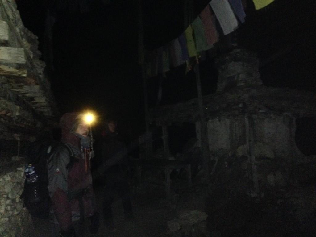 Guillaume tomando un descanso durante el descenso a Manang (Nepal)