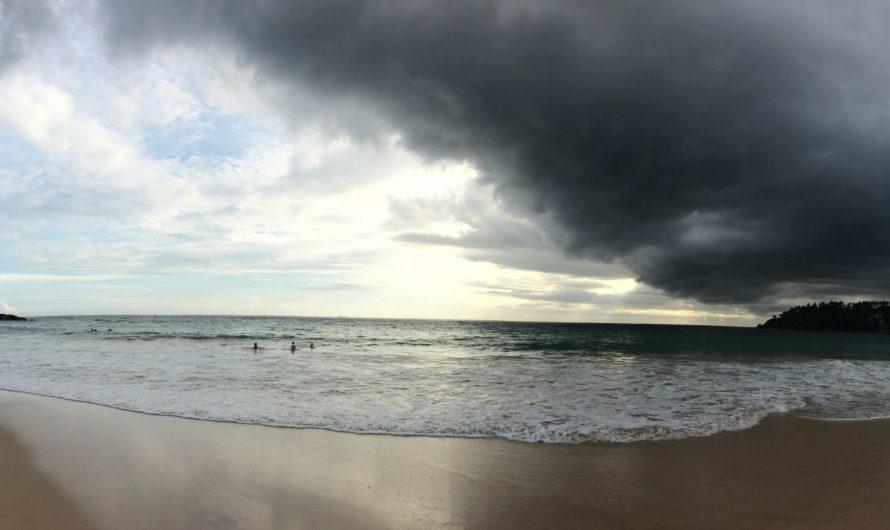 Jugando con las olas en Mirissa (Sri Lanka)
