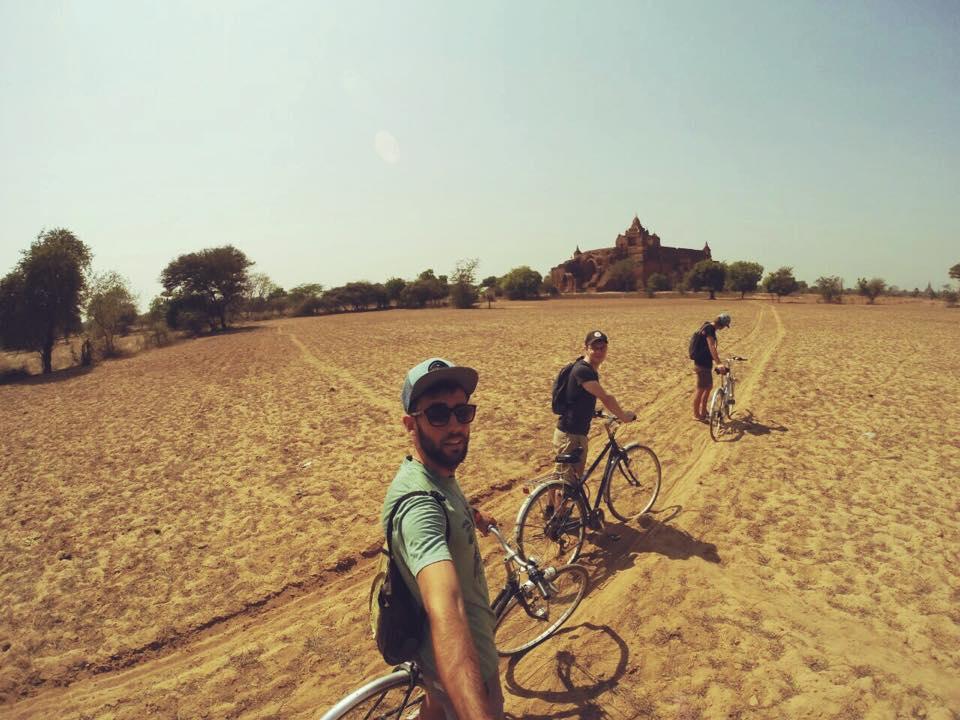 en bicicleta por bagan