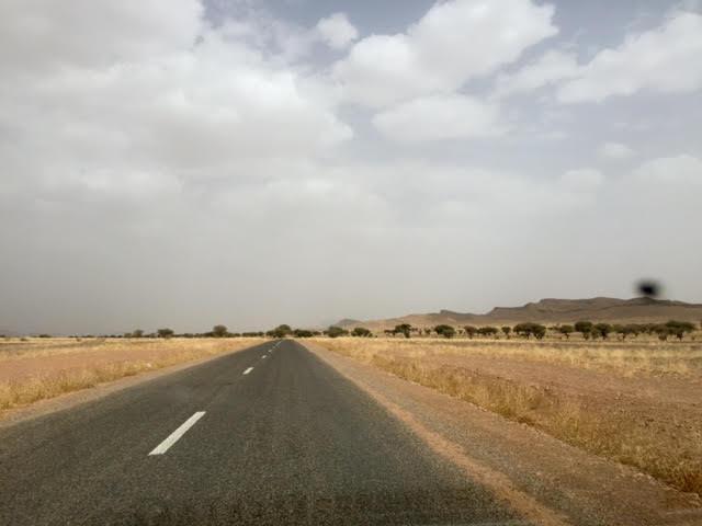 Carretera para llegar a Merzouga, donde está el desierto de Erg Chebbi
