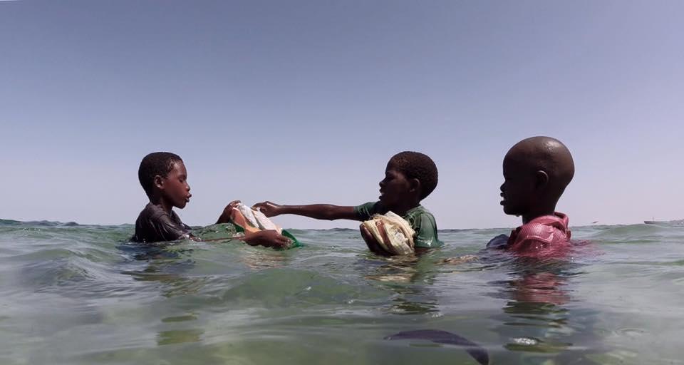 Niños pescando Vilanculos