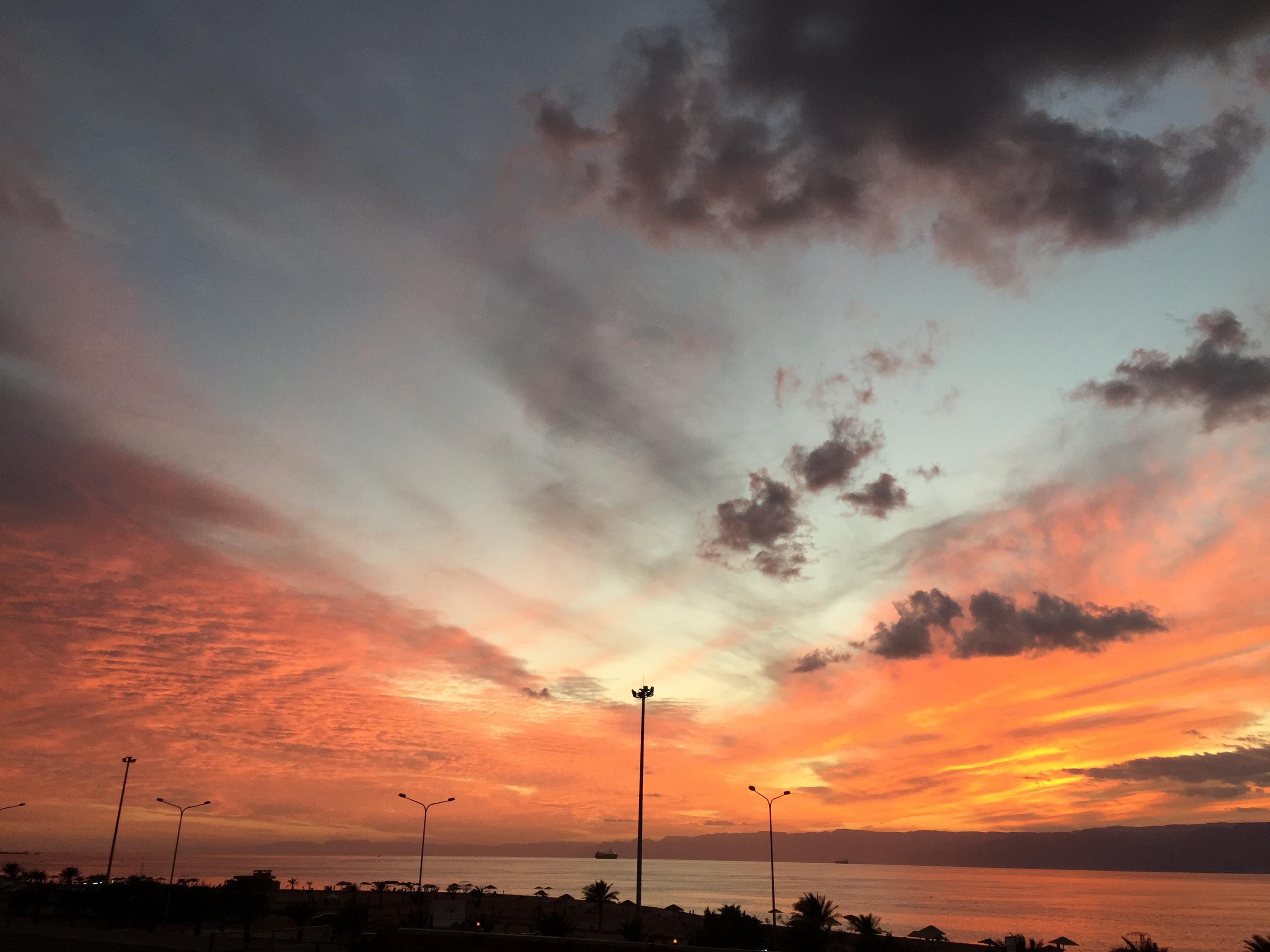 Atardecer con vistas al Mar Rojo en Aqaba (Jordania)