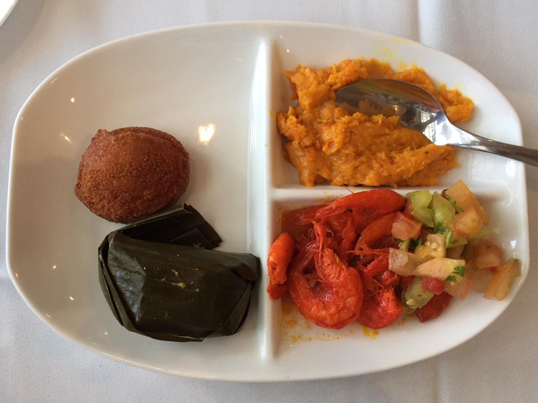 Acarajé; comida típica bahiana. Probar la comida bahiana es una de las mejores cosas que hacer en Salvador de Bahia