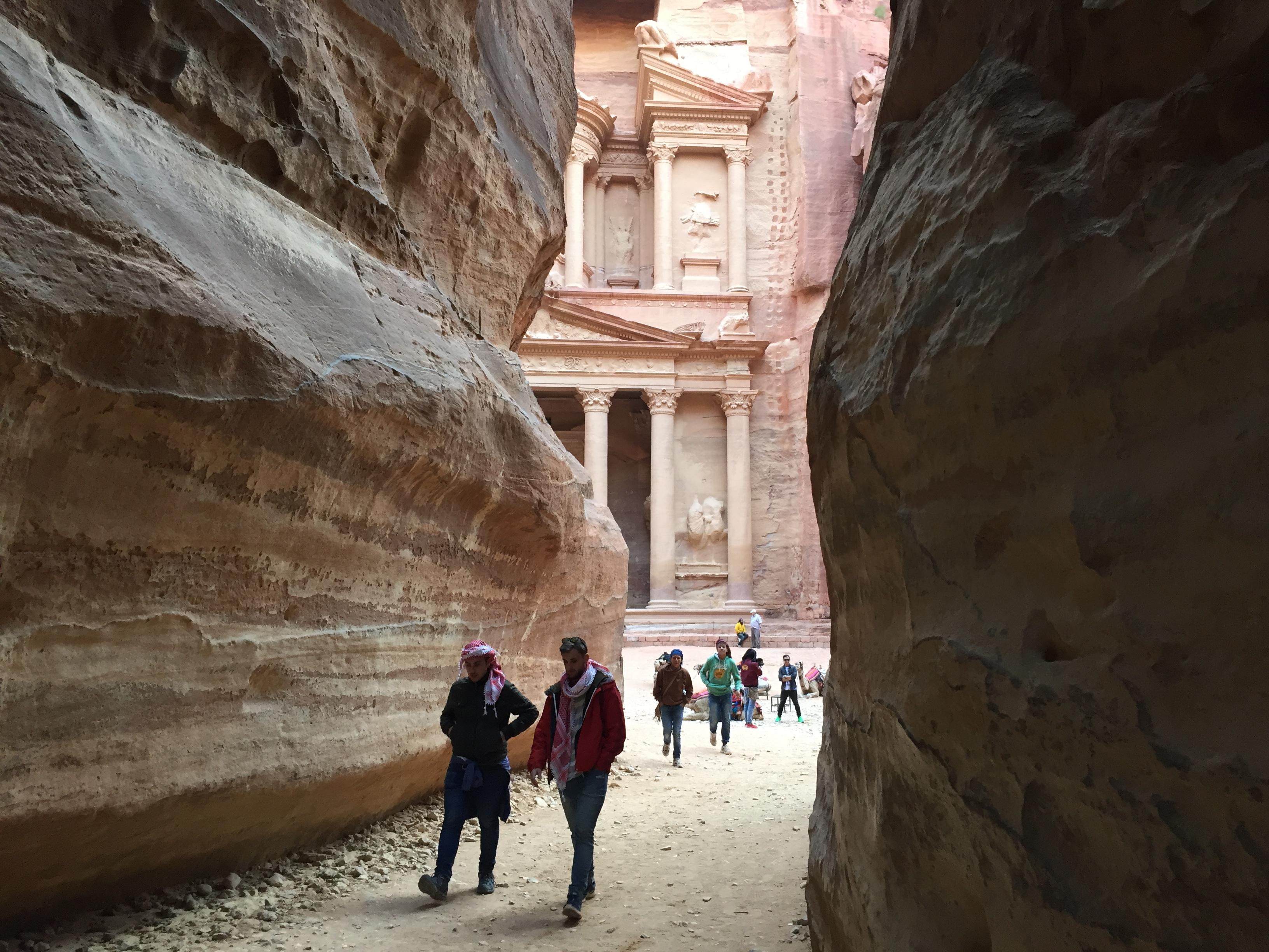 El cañón que lleva al lugar más emblemático de Petra; el Tesoro