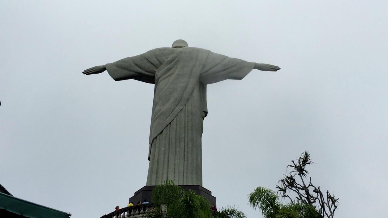 Estatua del Cristo Redentor, uno de los lugares turísticos que visitar en Rio de Janeiro, una de las mejores cosas que ver y que hacer en Rio de Janeiro