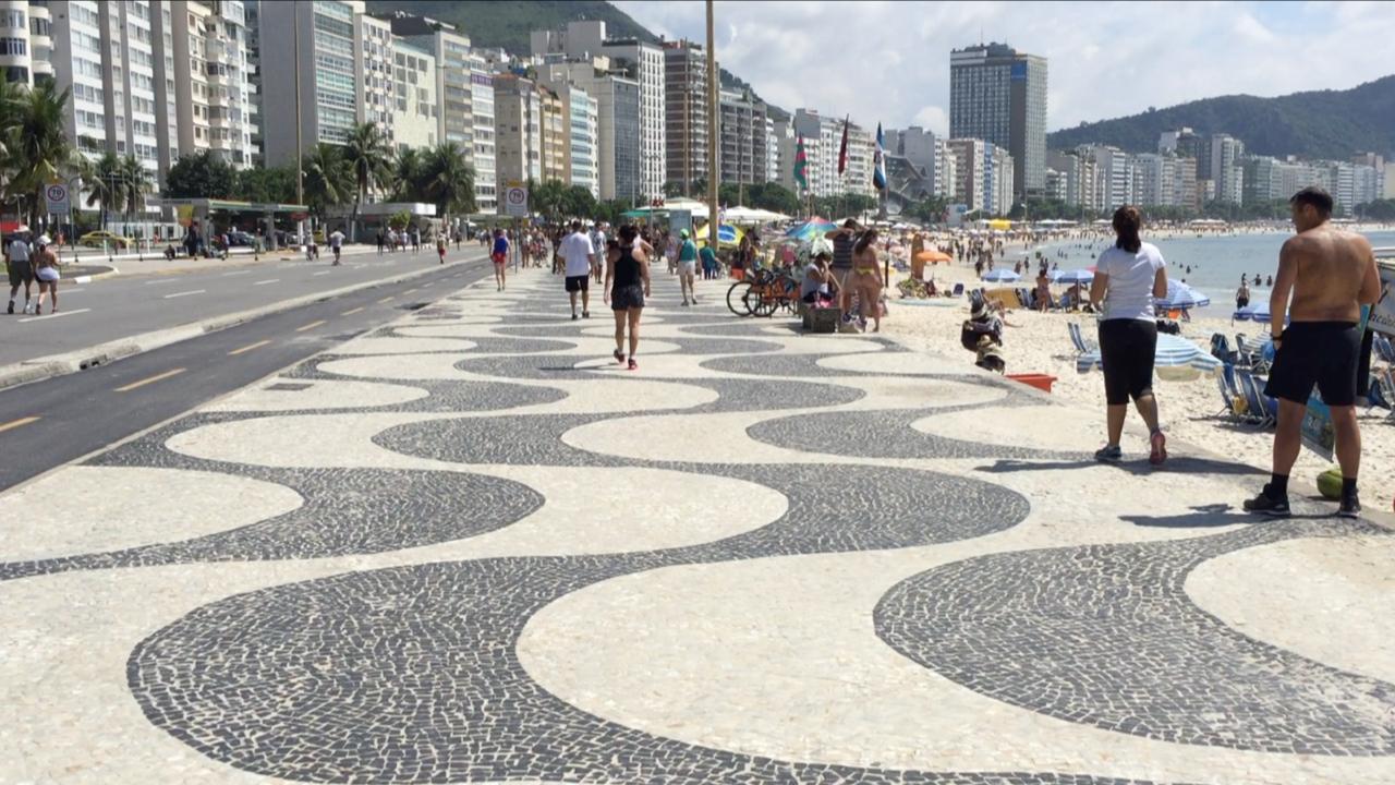 Paseo de la playa de Copacabana, una de las mejores cosas que ver y que hacer en Rio de Janeiro