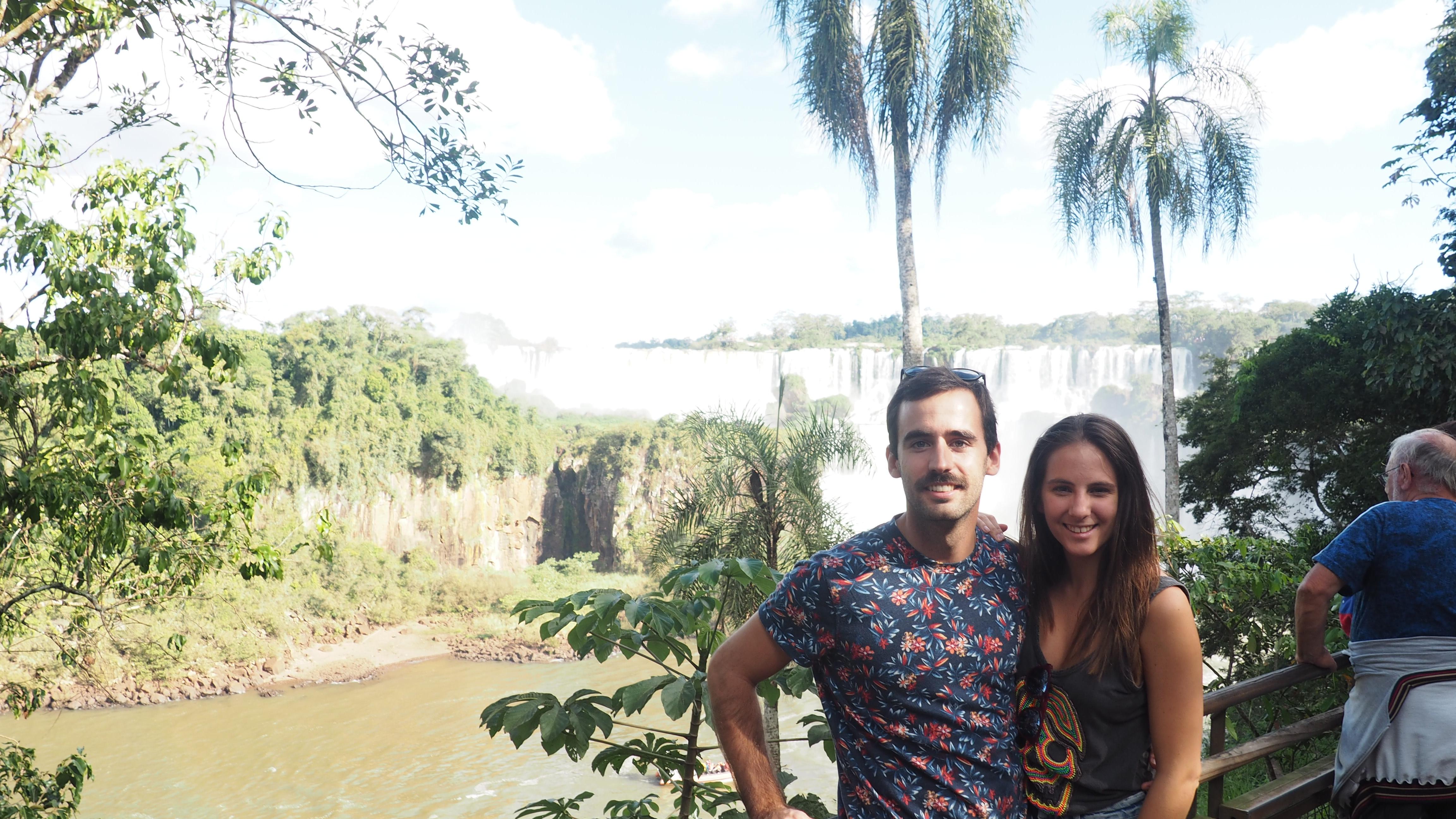 Aitor y Miren en las Cataratas de Iguazú, qué ropa llevar a las Cataratas del Iguazú