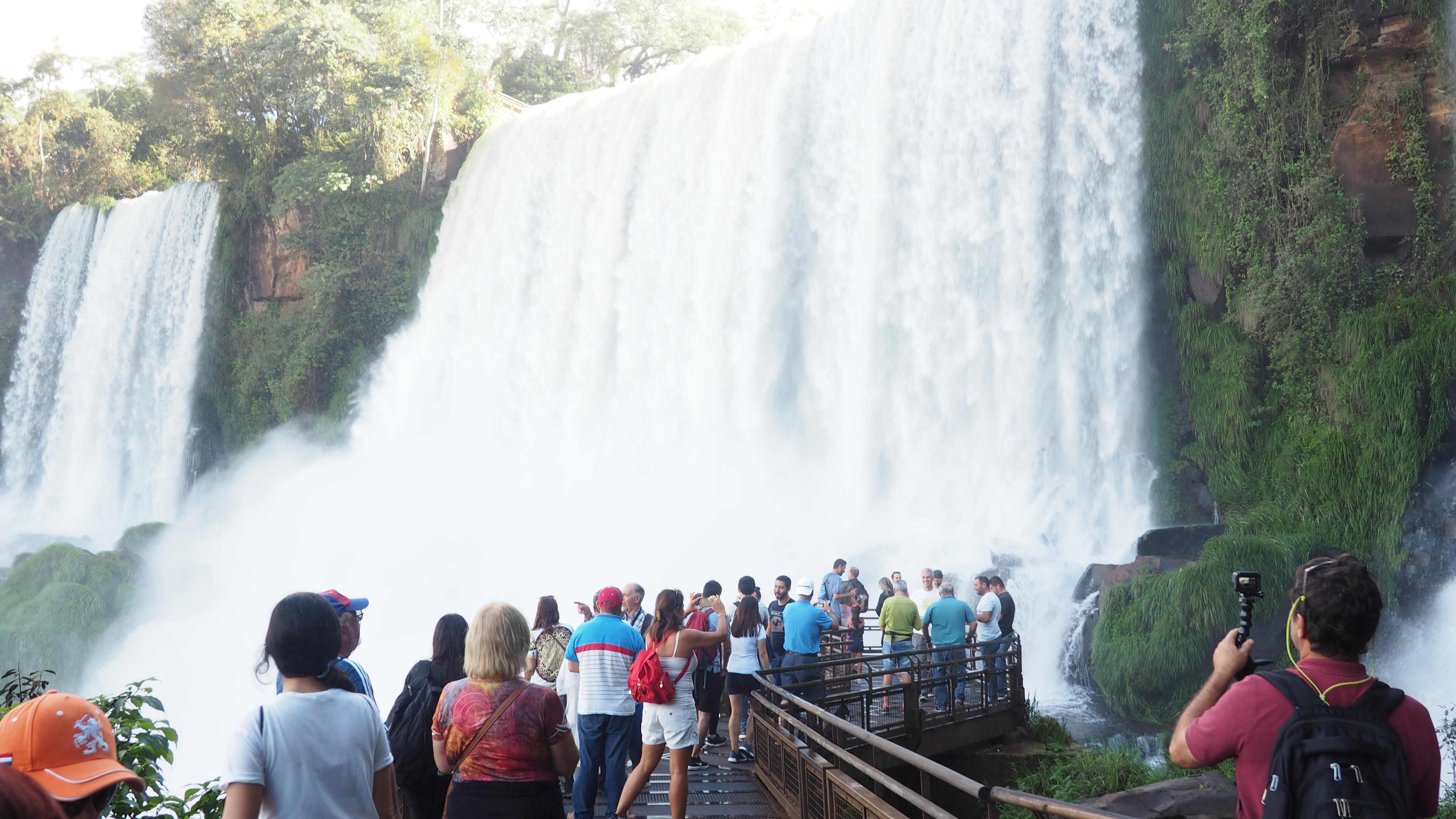 Pasarela cerca de las Cataratas en el lado Argentino de Iguazú