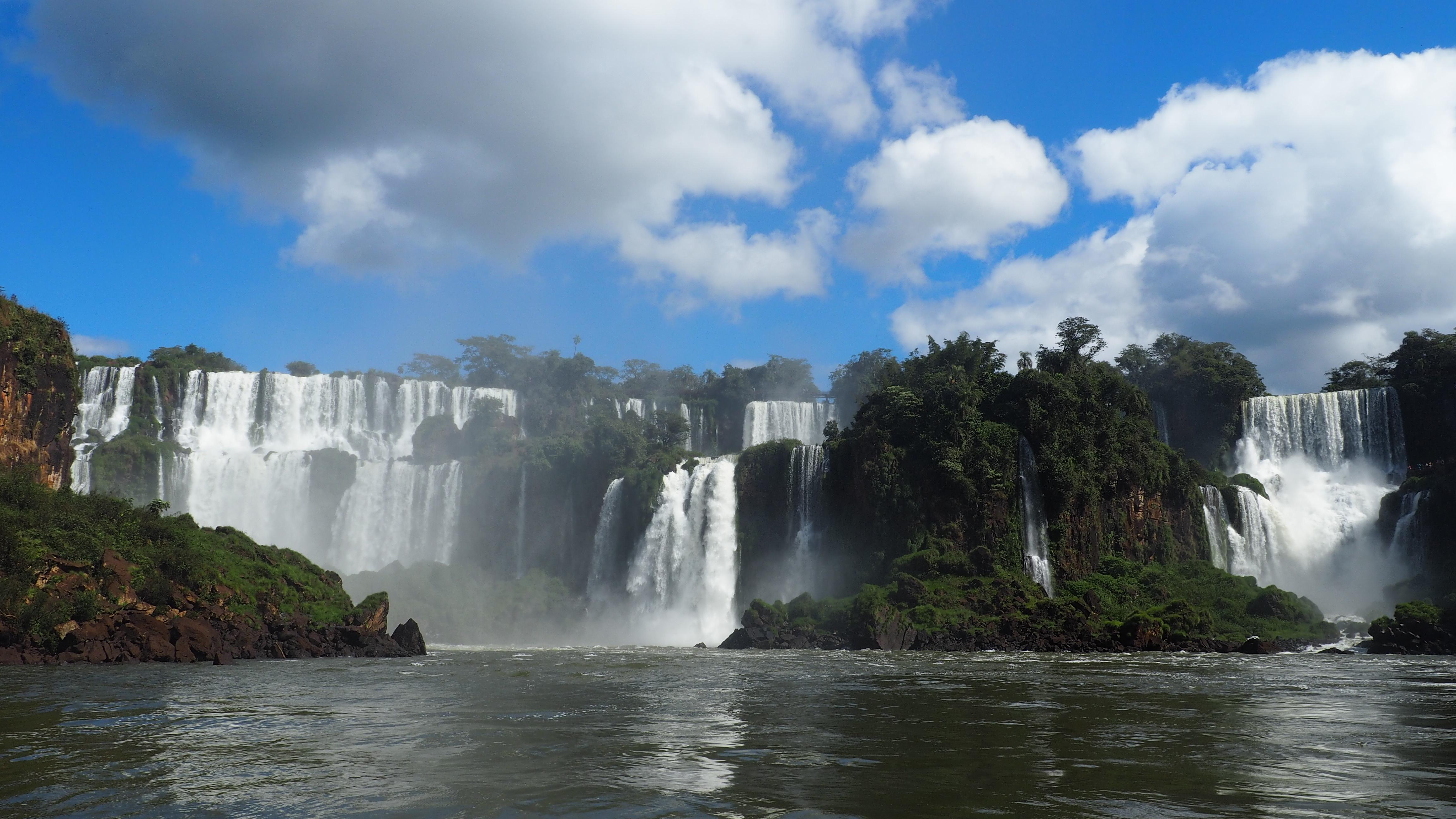 Ver las Cataratas del Iguazú desde abajo