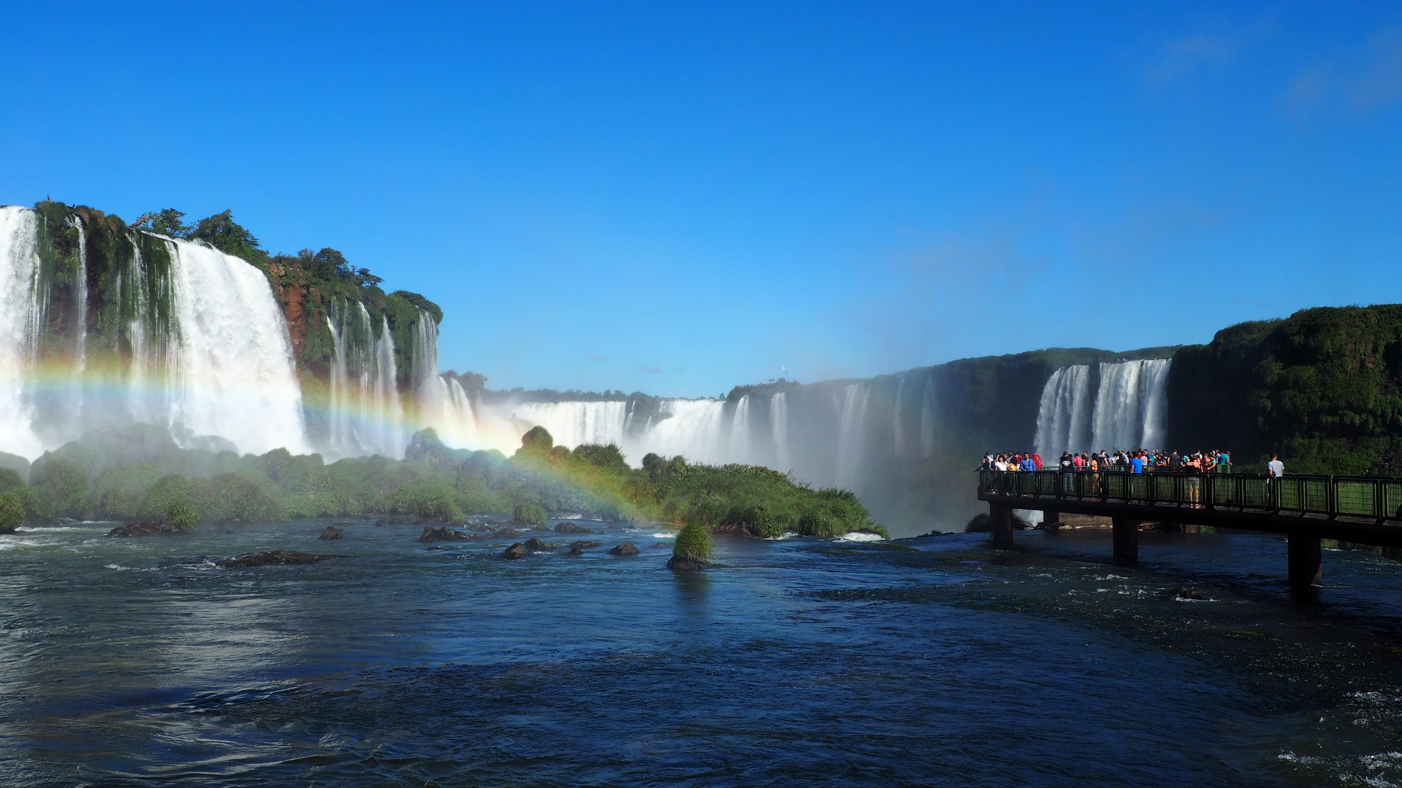 Vista desde la pasarela sobre el lado brasileño de las Cataratas de Iguazú