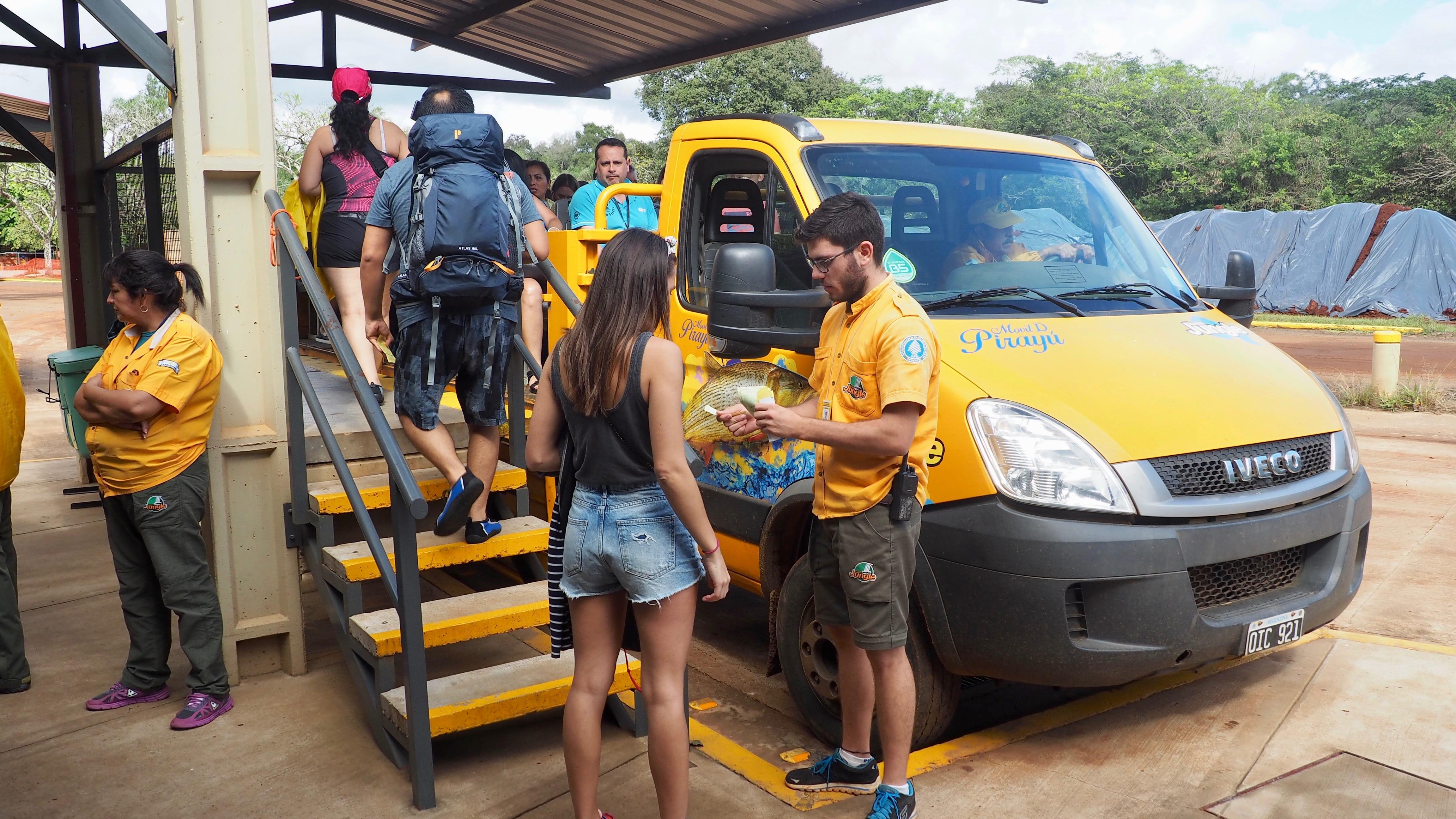 A punto de empezar la actividad en las Cataratas de Iguazú. Ejemplo de vestimenta para Cataratas de Iguazú