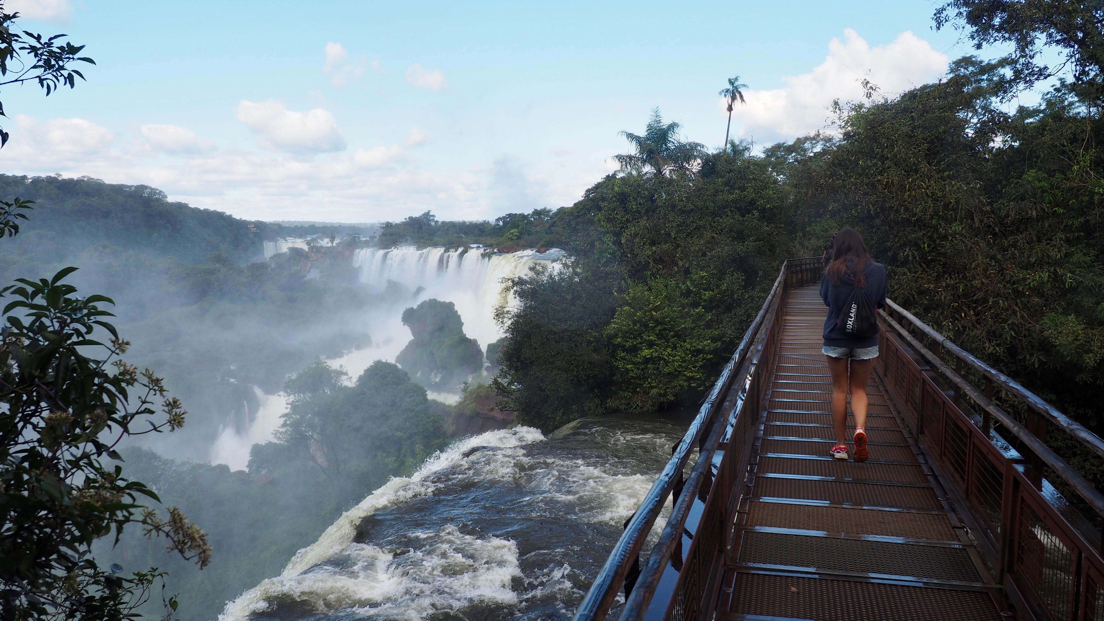 Vista desde el borde de las Cataratas en el lado de Argentina. Ejemplo de cómo ir vestida a Cataratas de Iguazú