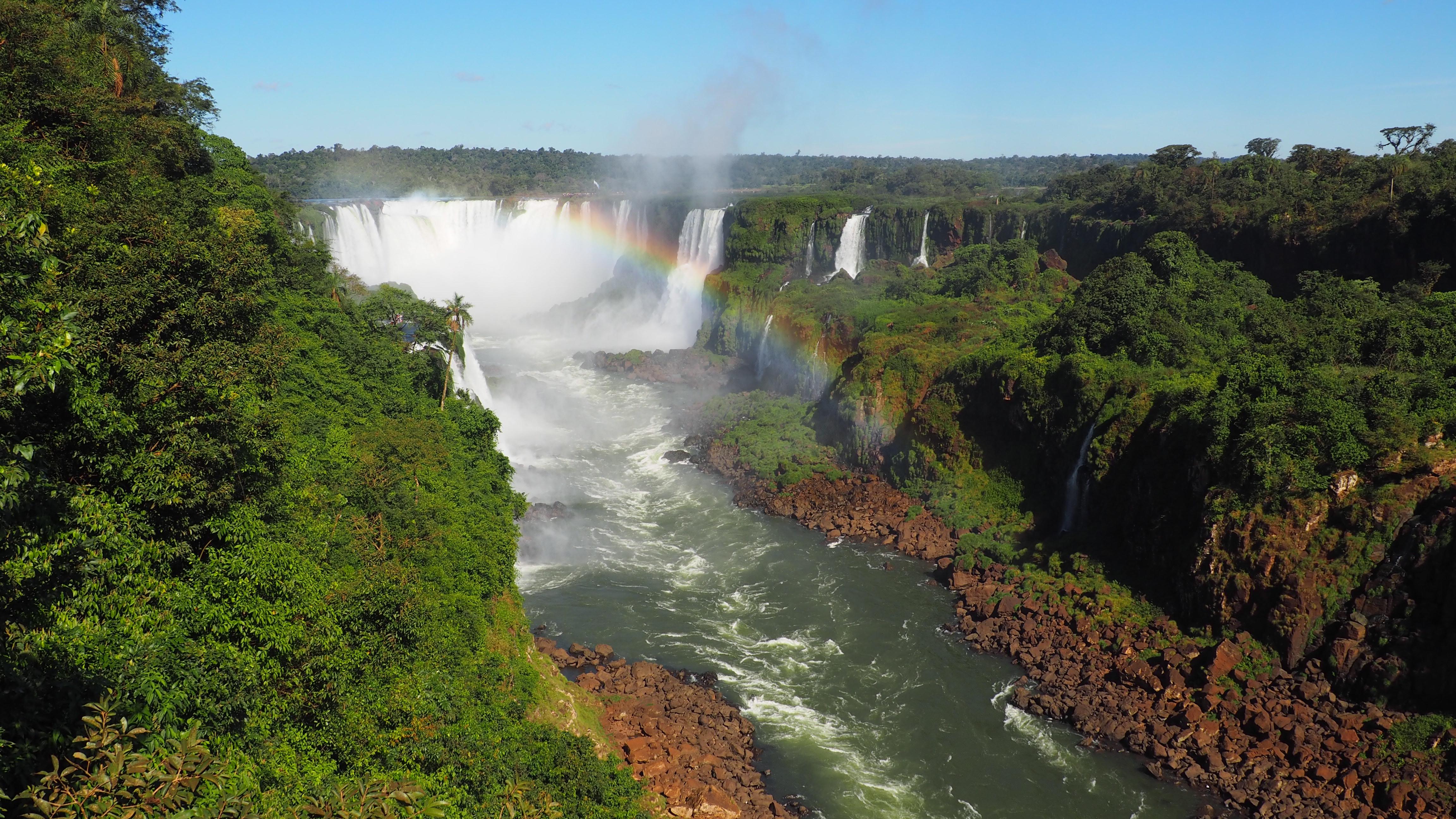 Vista desde el lado brasileño de las Cataratas de Iguazú, una de las cosas que se pueden ver en un viaje a Iguazú