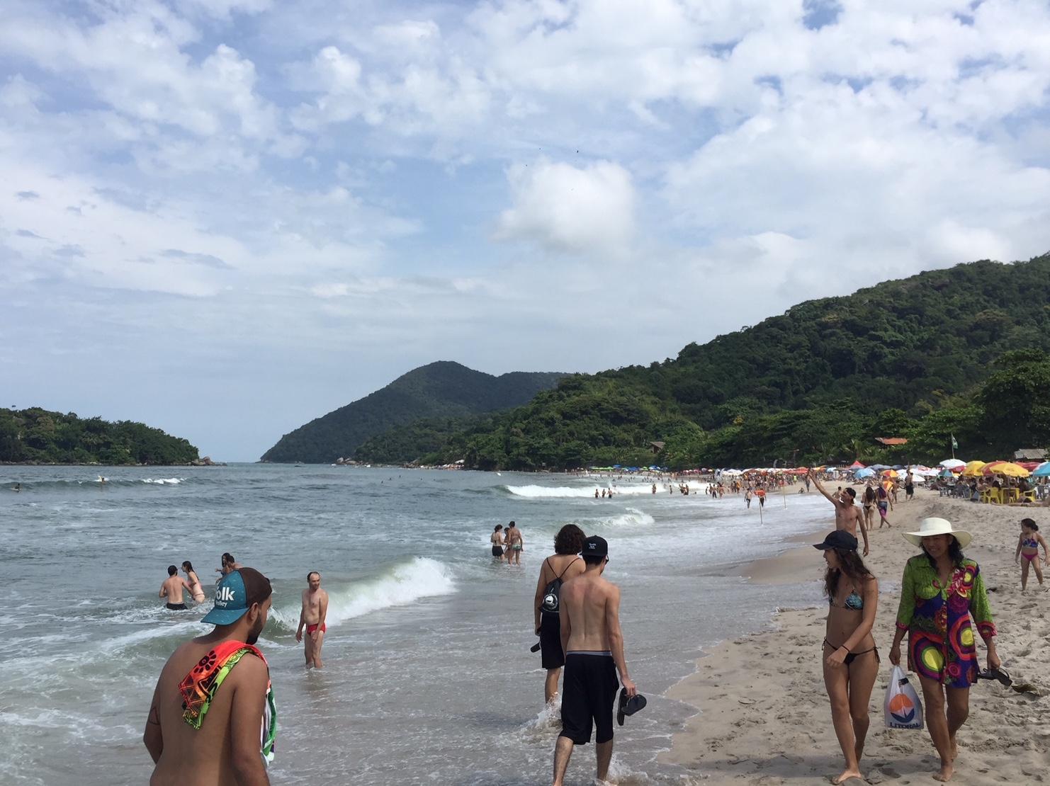 Vista del mar y la arena en Playa Blanca, Guarujá