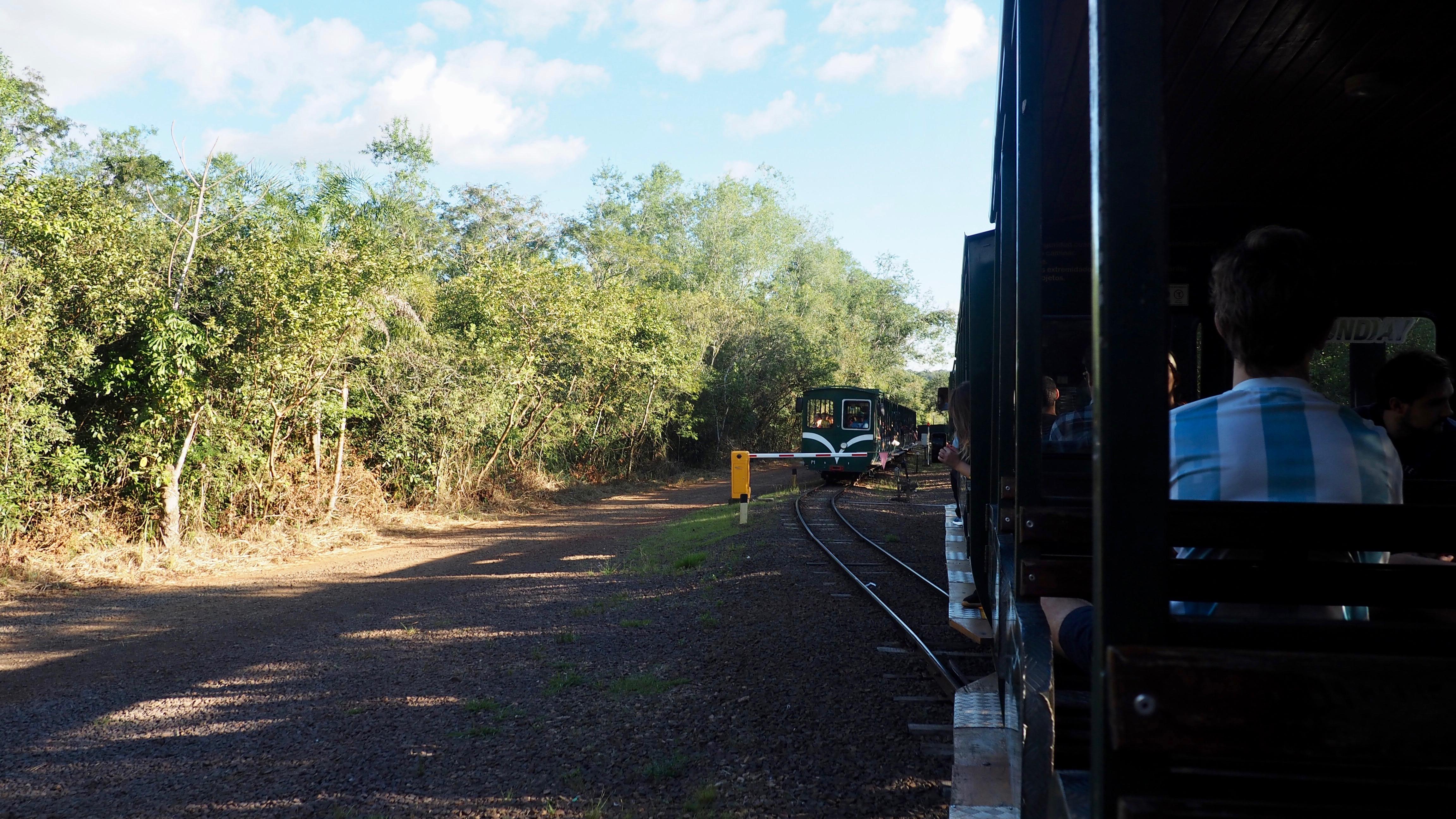 Tren para visitar el lado argentino Cataratas de Iguazú