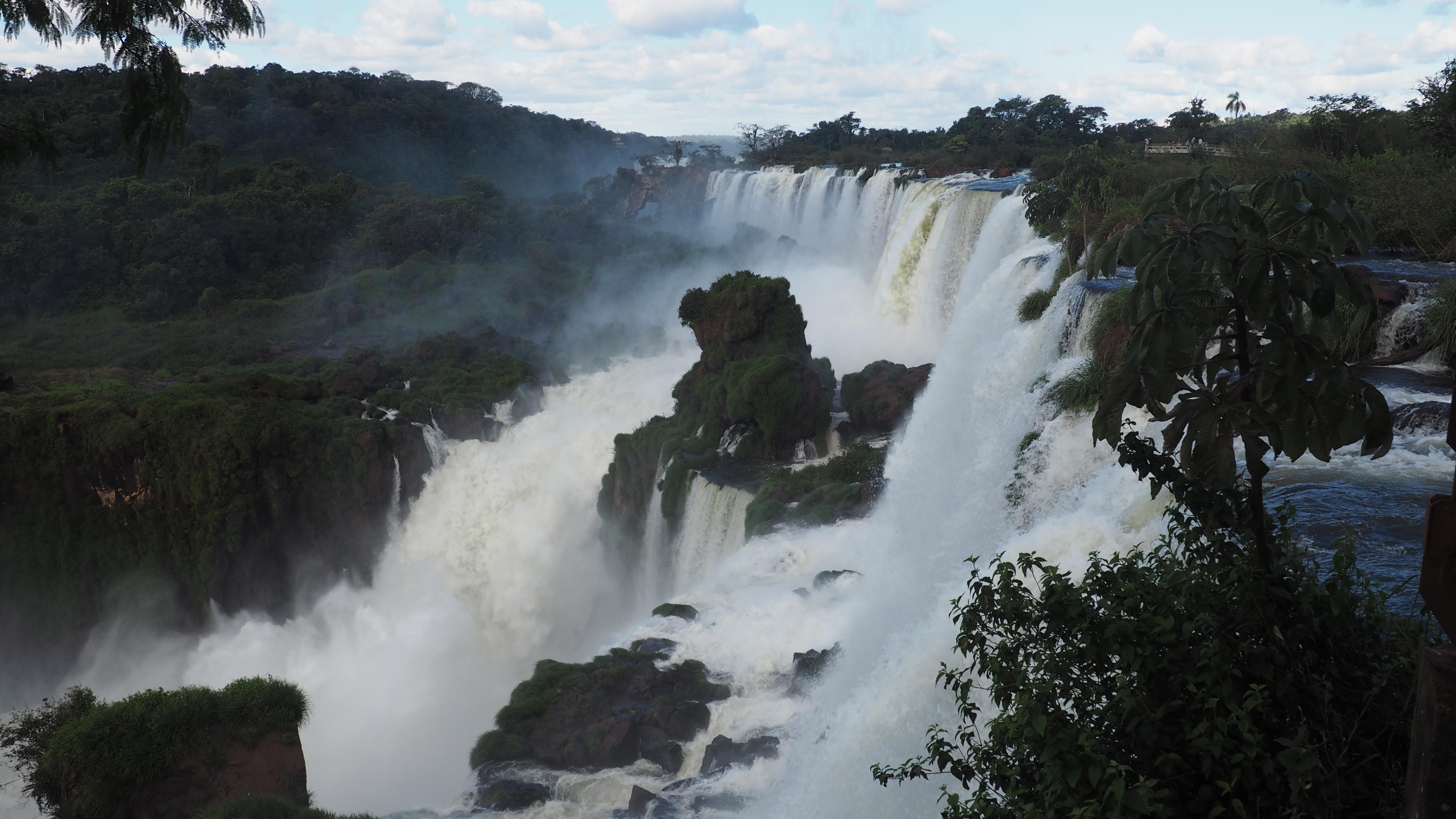 Vista de las Cataratas del lado Argentino desde el Circuito Superior