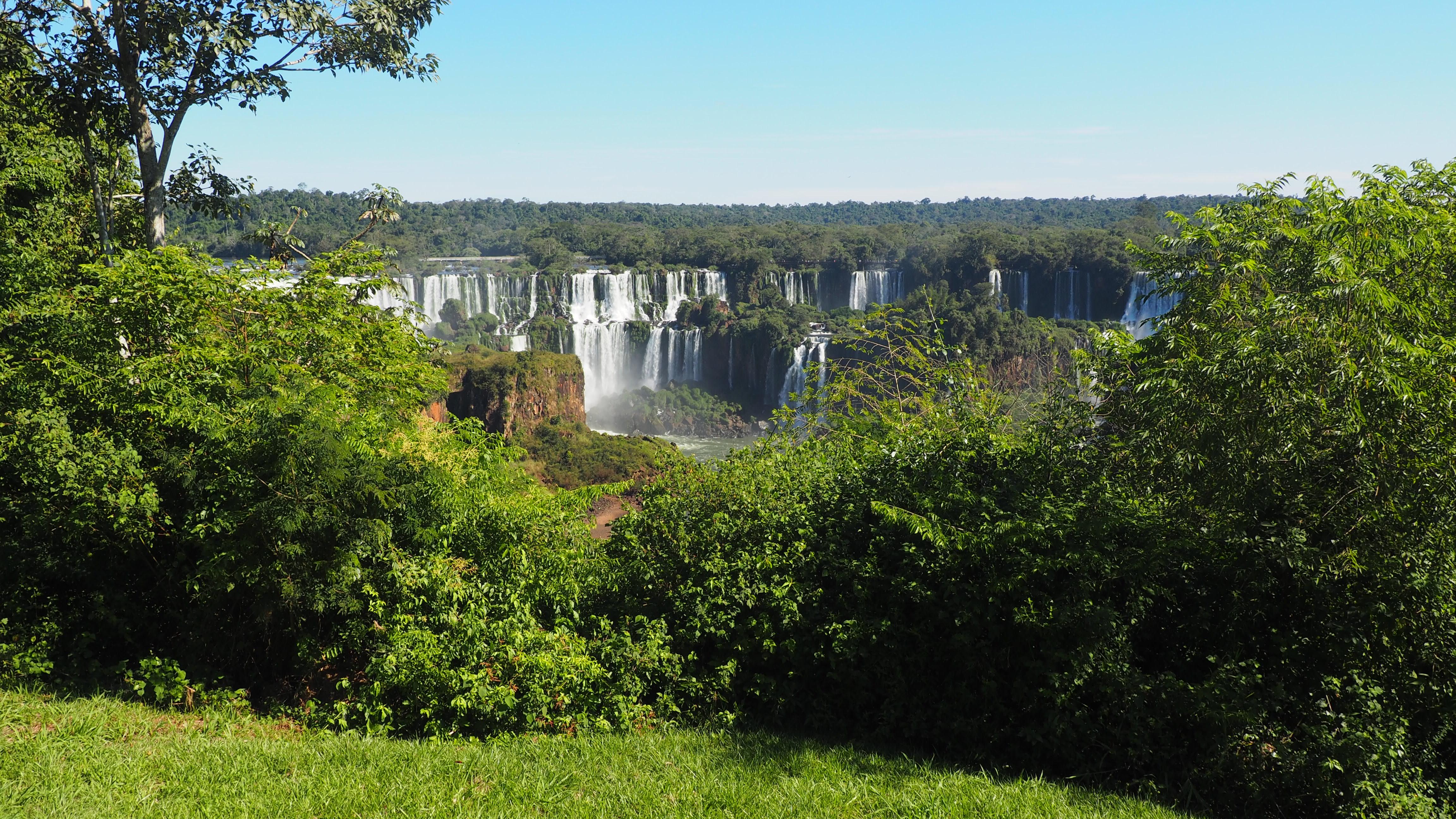 Vista del lado argentino que se tiene al visitar el lado brasileño de Iguazú
