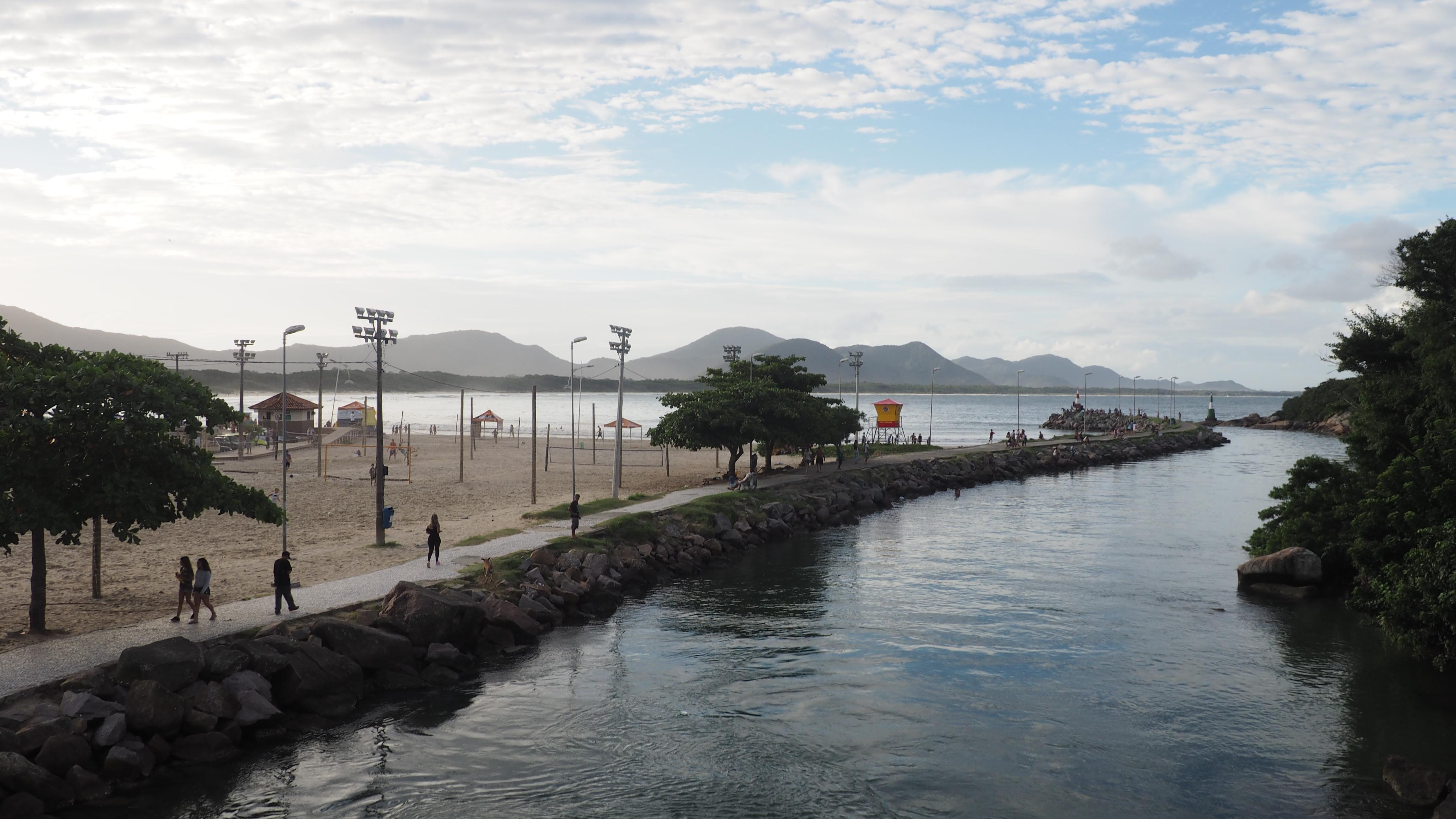 Vista desde el puente de Barra da Lagoa, una de las cosas que ver de Florianópolis