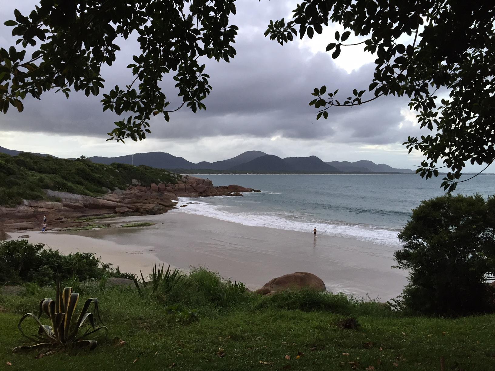 Una playa que hay entre Barra da Lagoa y las piscinas naturales