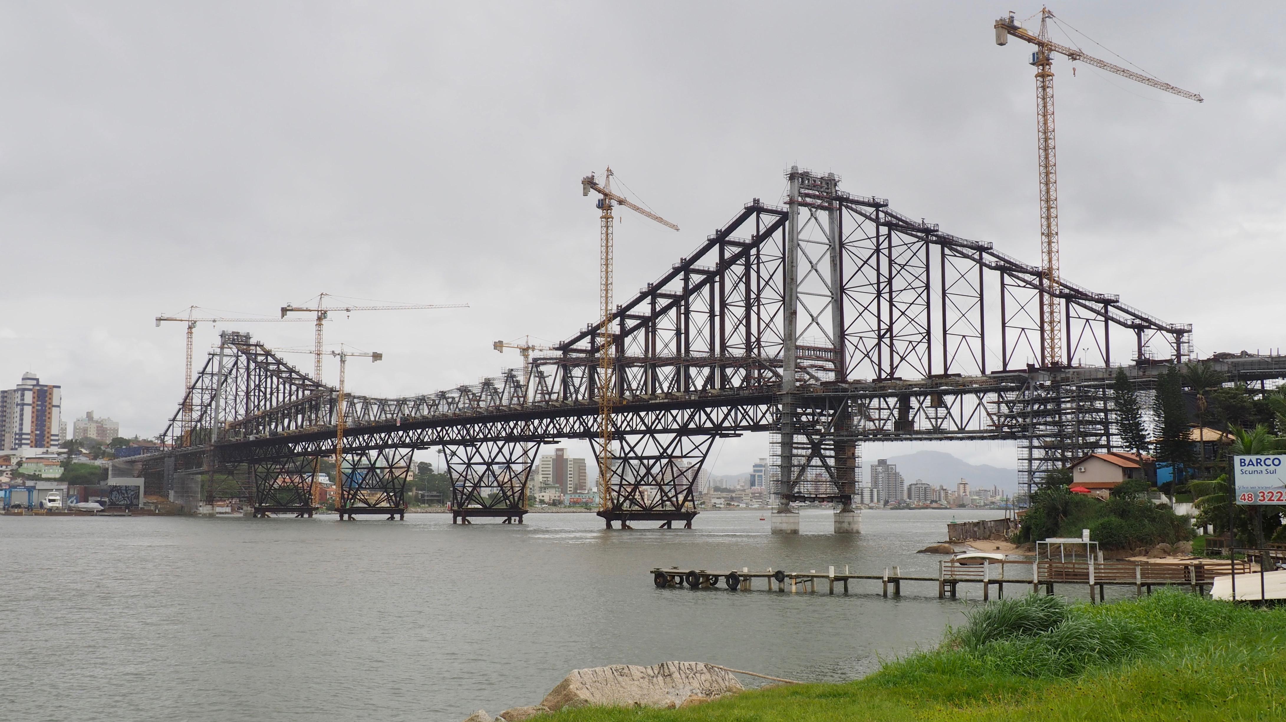 El puente Hercílio Luz de Florianópolis, uno de las mejores cosas que ver en Florianópolis