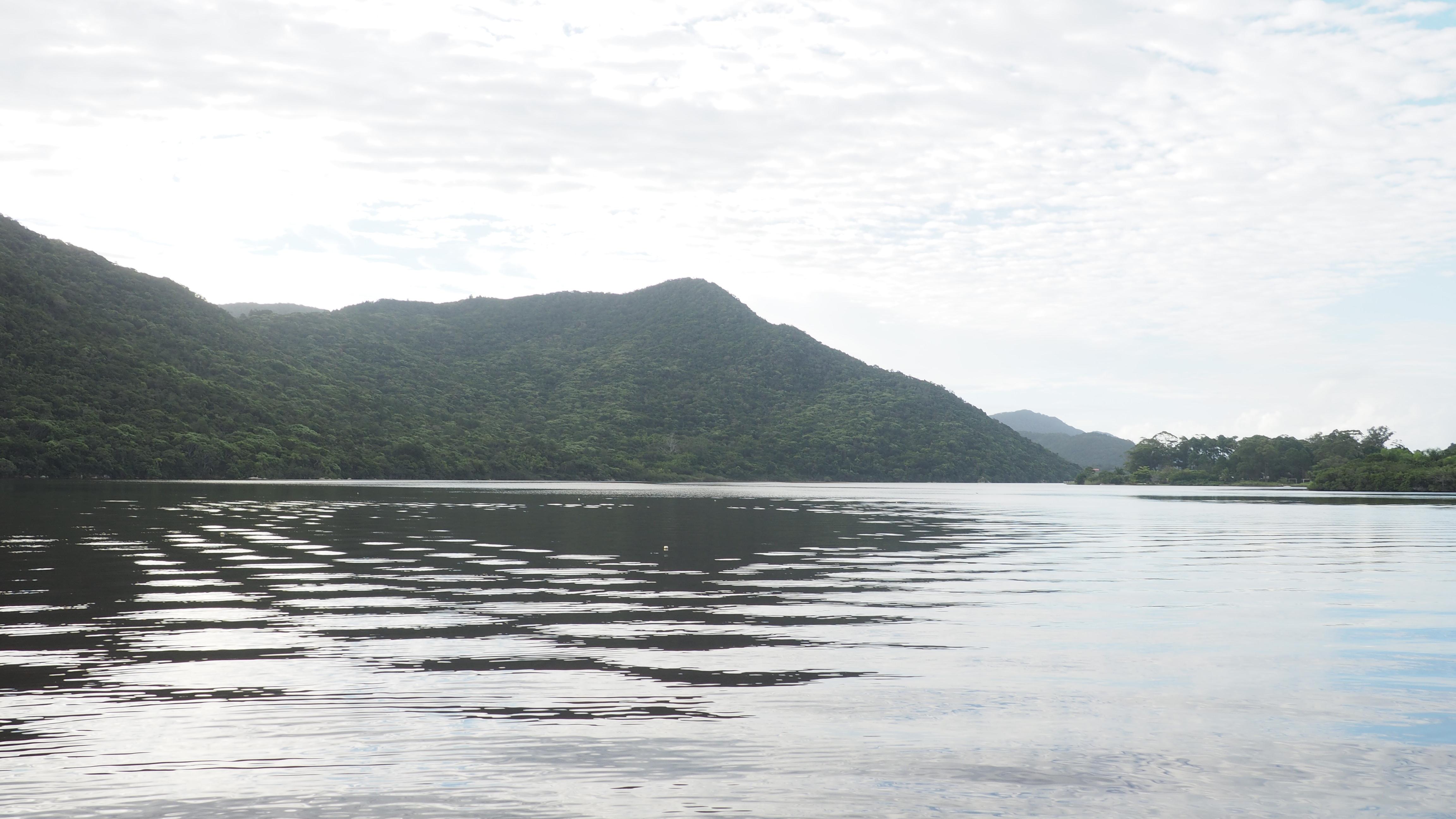 La Lagoa da Barra, escenario de la senda del Rio Vermelho, una de las cosas que hacer en Florianópolis