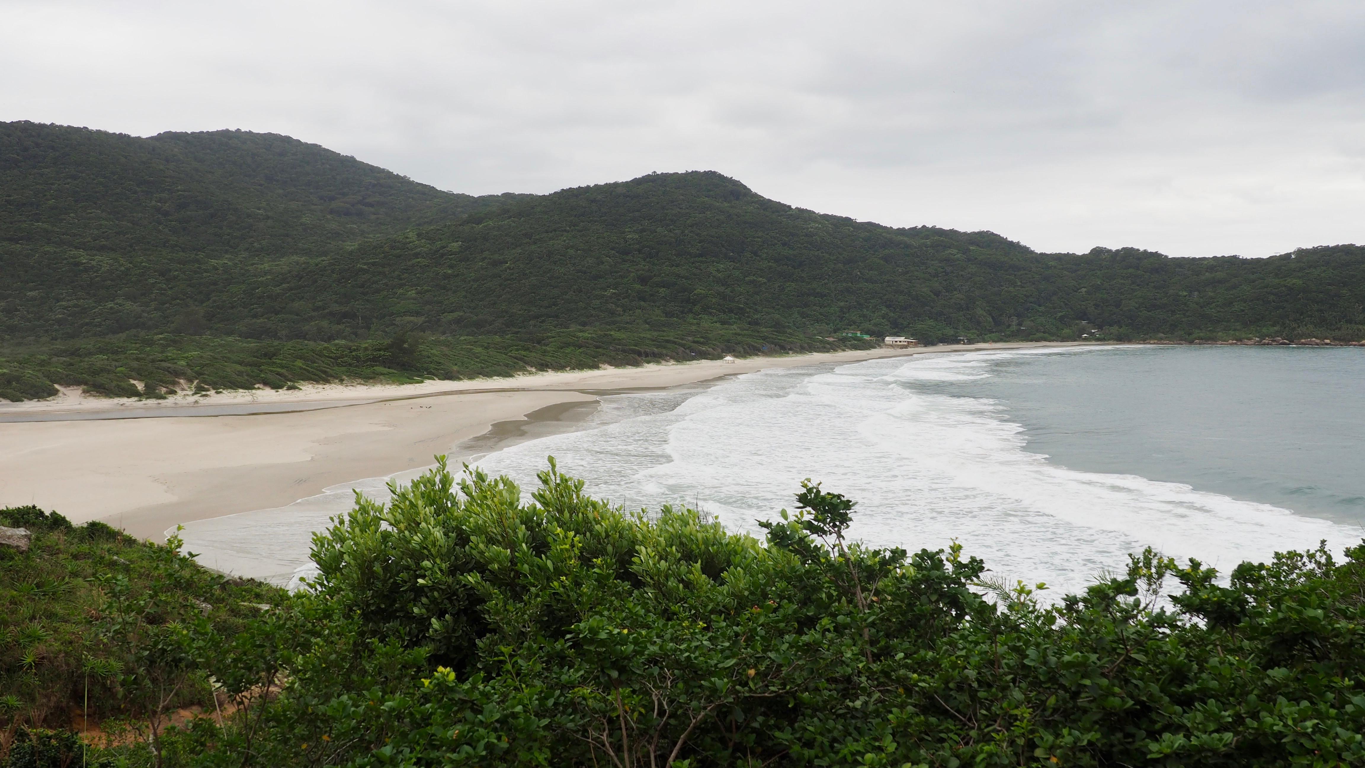 Vista panorámica de la playa de los Náufragos, la mejor playa de Florianópolis