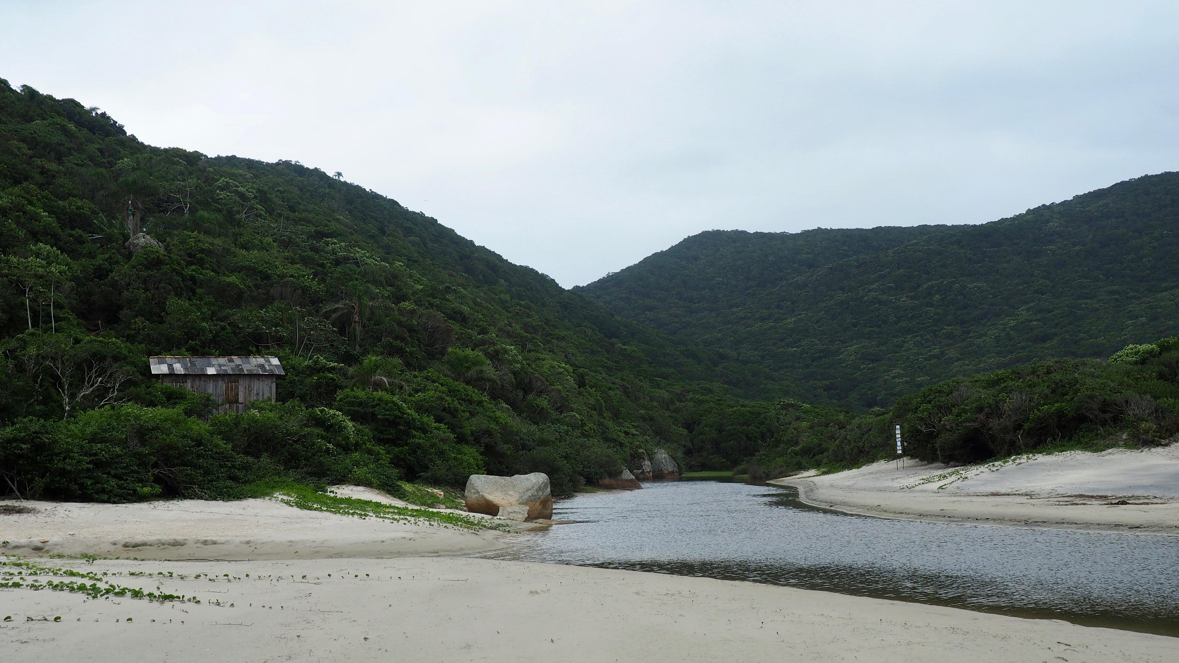 Cómo llegar a la Playa de los Náufragos (Florianópolis), en el extremo sur de la isla