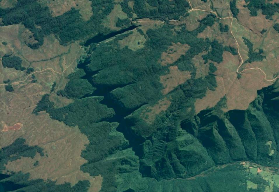 Cañón de Itaimbezinho; sección corta, sección central o codo, y sección corta. Imagen de Google Maps.