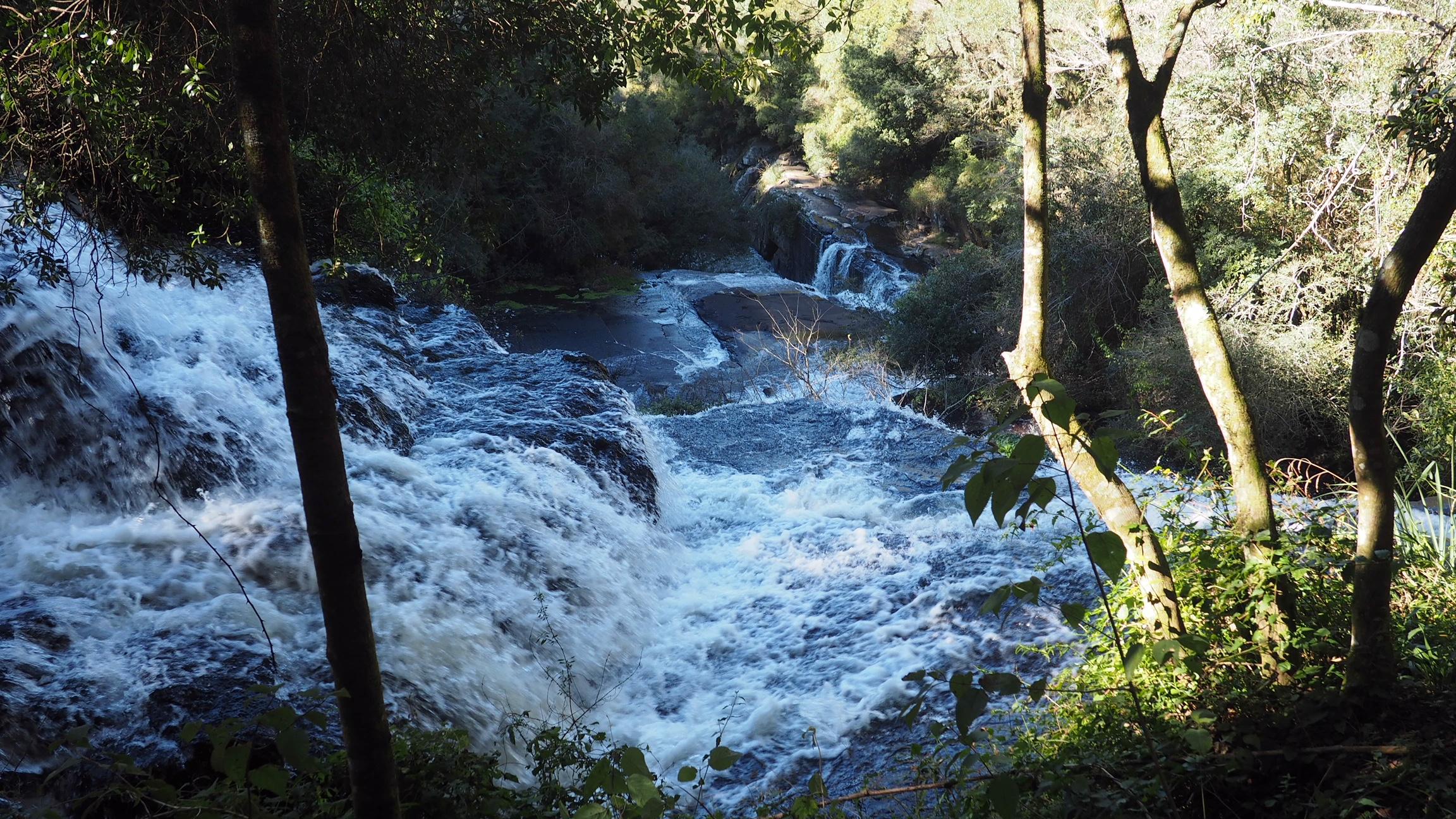 El río que se despeña en la Cascada del Caracol, una de las cosas que ver en Canela