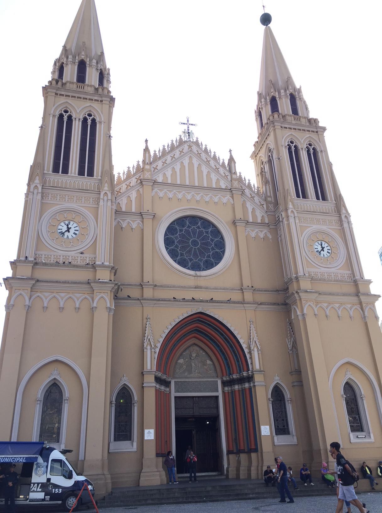 La Catedral de Curitiba, una de las cosas que ver en el centro de Curitiba