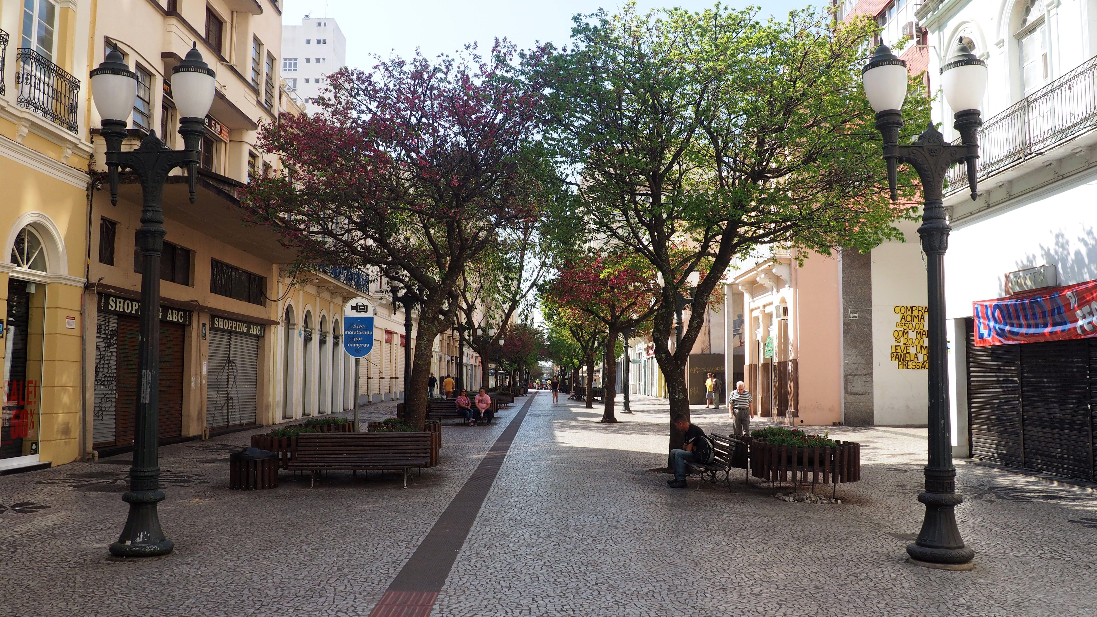 Calle XV de Noviembre, la peatonal del centro de Curitiba