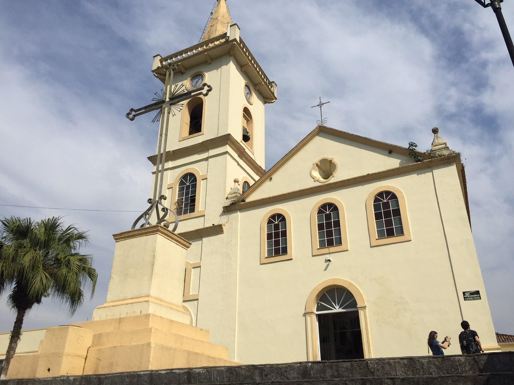 La iglesia de Morretes, situada en un alto desde el cual se contempla la vista panorámica de Morretes