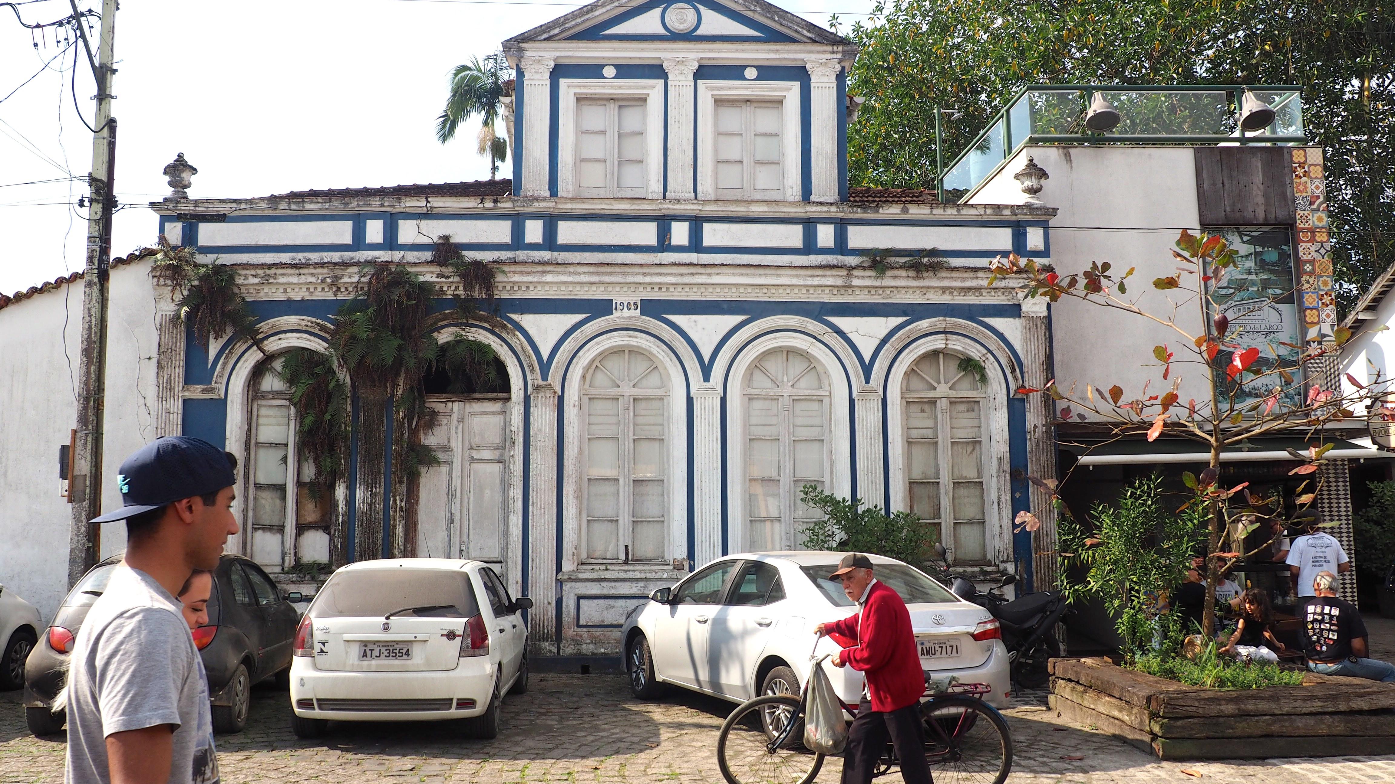 Casas de estilo colonial en el centro de Morretes, una de las cosas que ver en Morretes