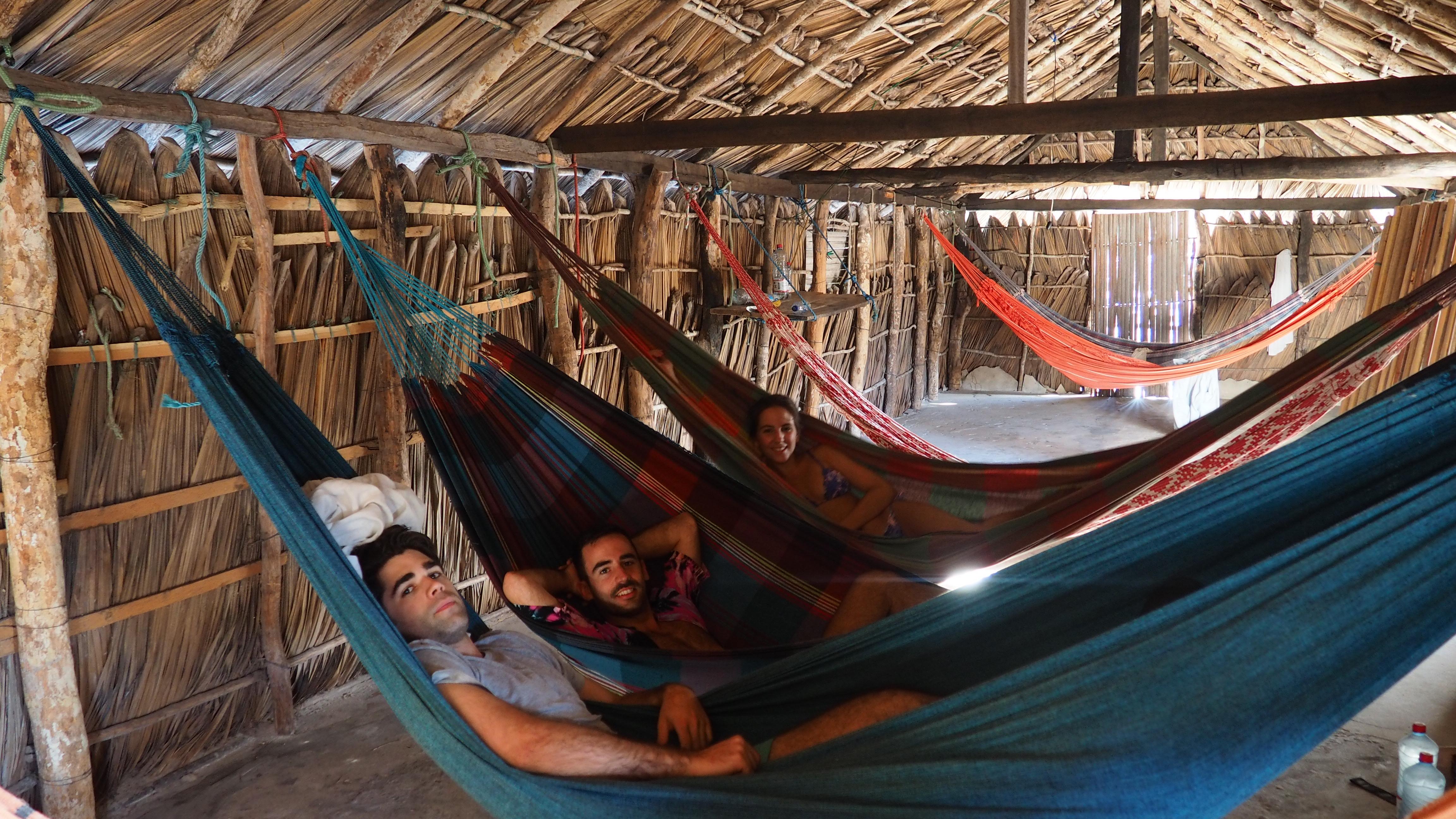 Dónde dormir en los Lençois Maranhenses; hamacas de red en los oásis.