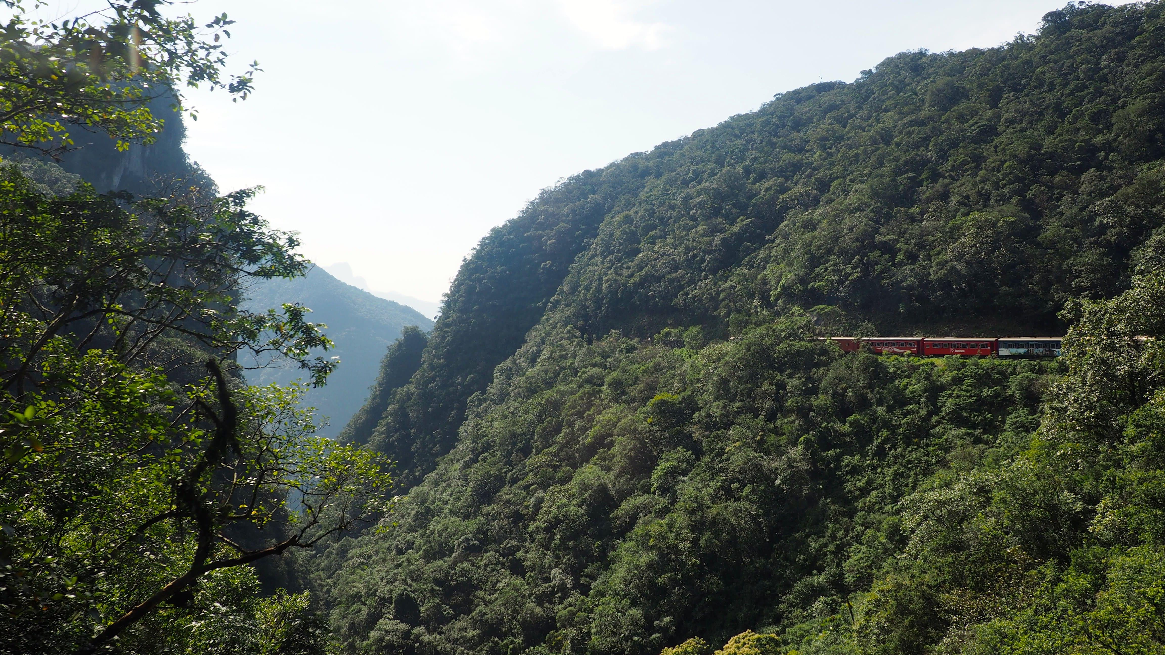 Vista desde el tren Serra Verde Express en la ruta Curitiba-Morretes