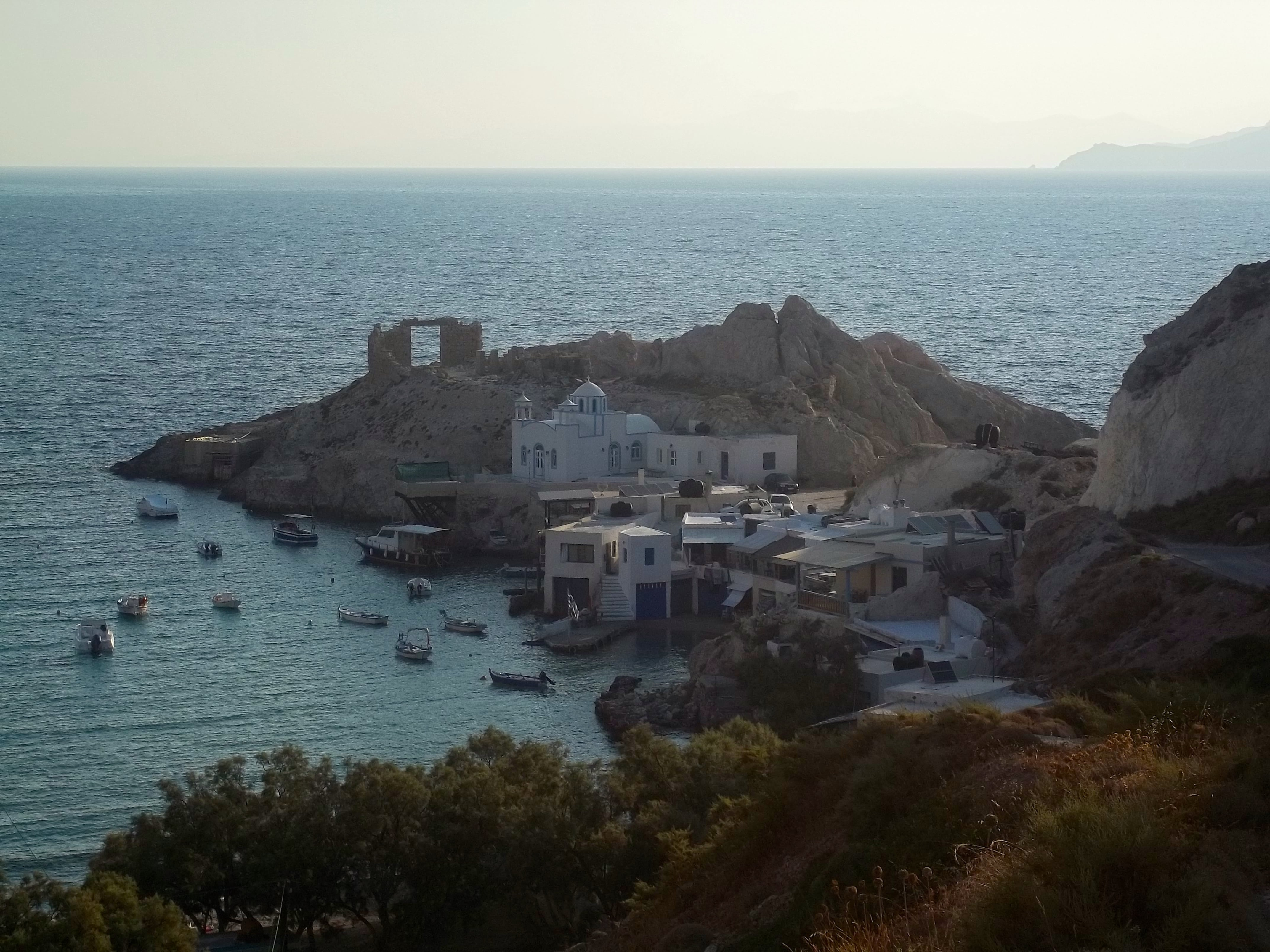 Amanecer en Firopotamos, en la isla de Milos