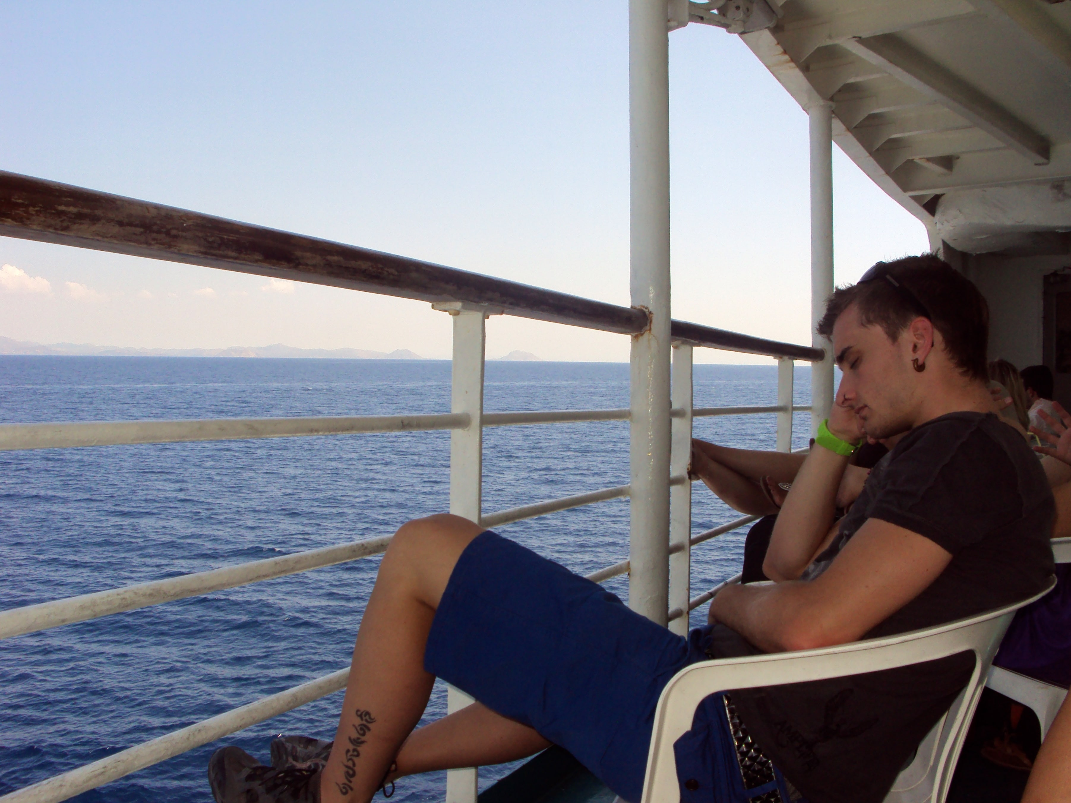 Cómo llegar a Milos; Ferry Atenas-Milos, 6 horas