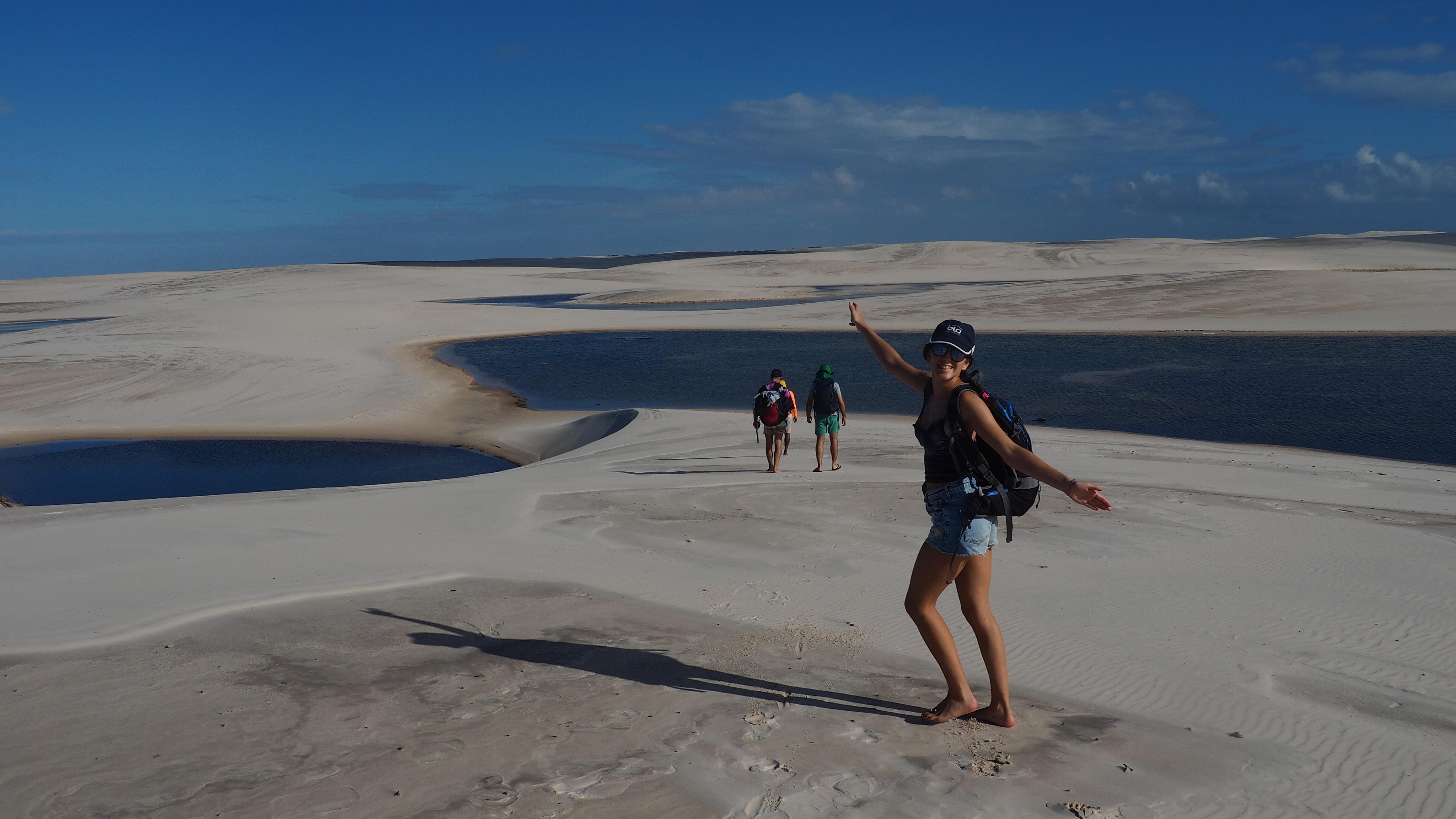 Vista de las dunas y los lagos durante la travesía en Lençois Maranhenses