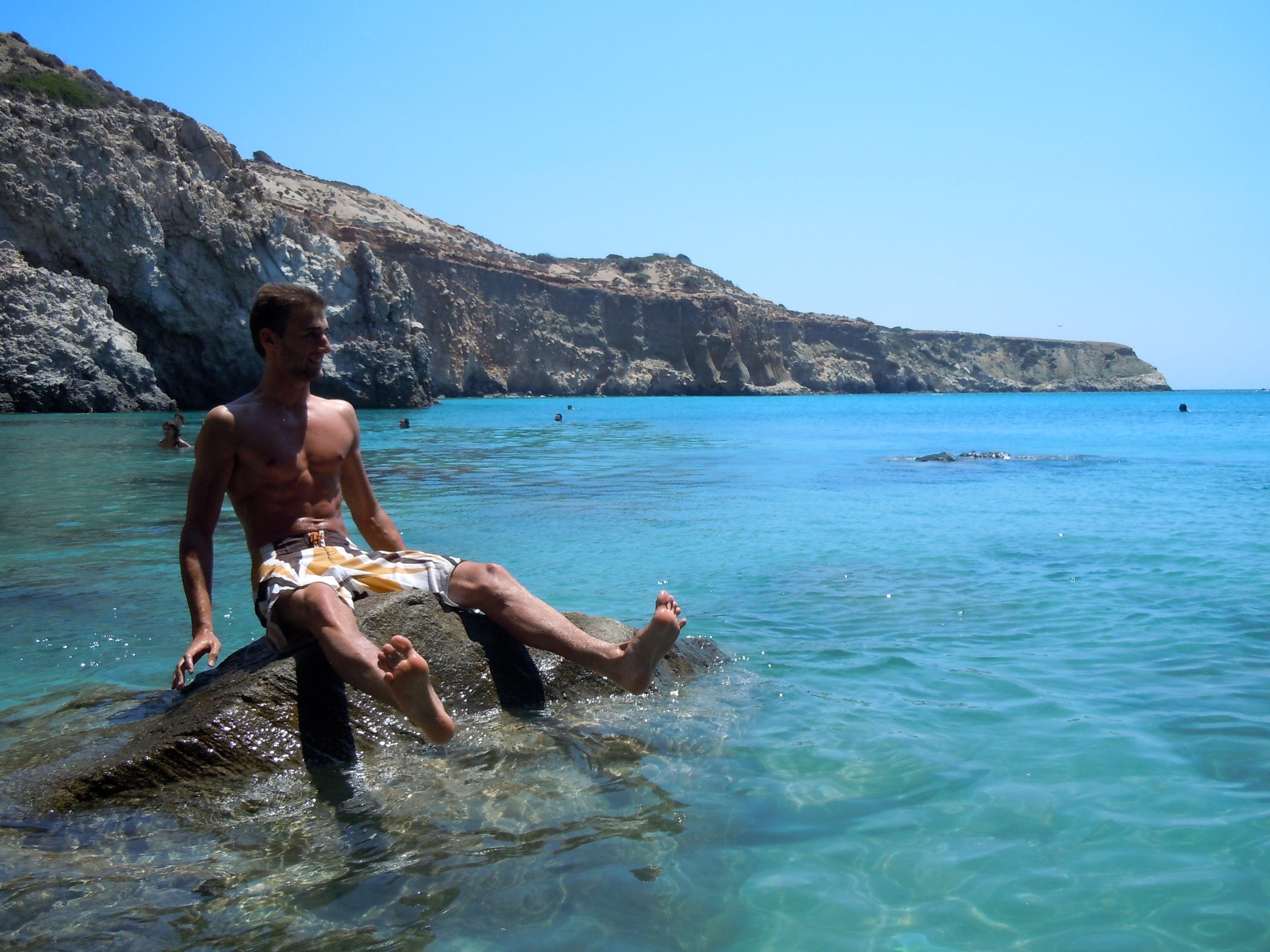 Las mejores playas de Milos (Grecia). En la imagen, playa de Tsigrado