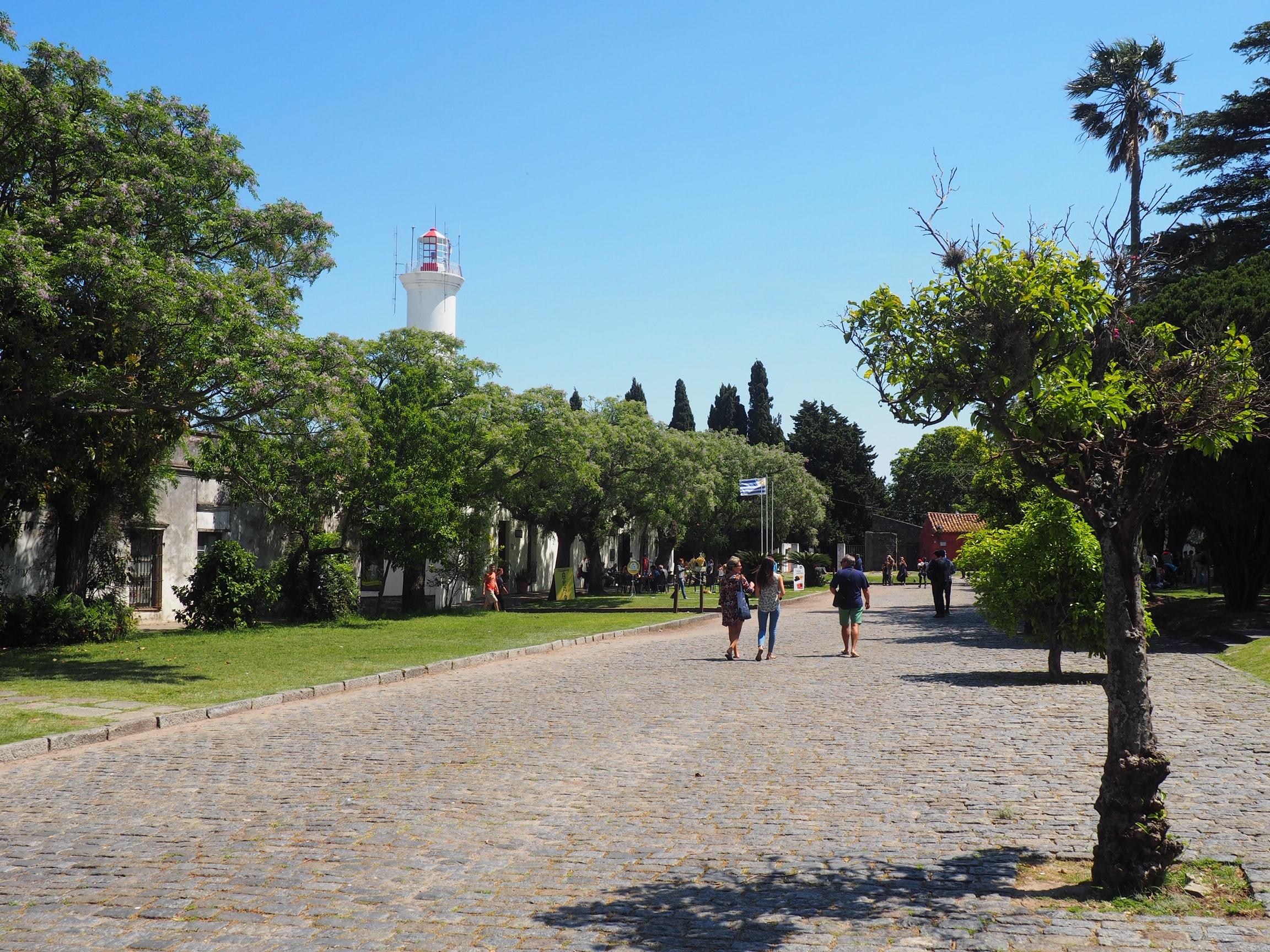 Paseo por el Barrio Histórico de Colonia (Uruguay)