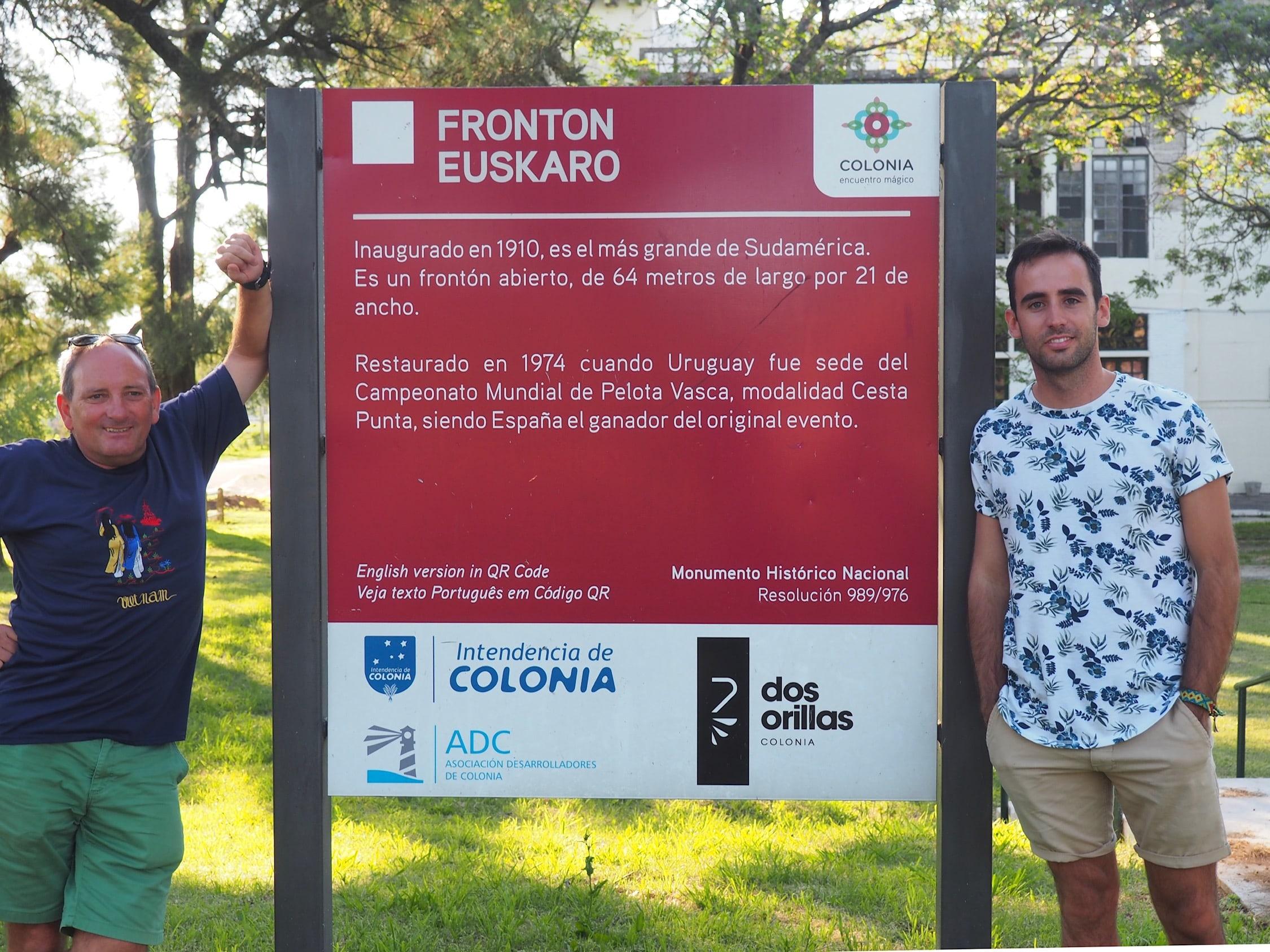 Panel explicativo del Frontón Euskaro (Uruguay)