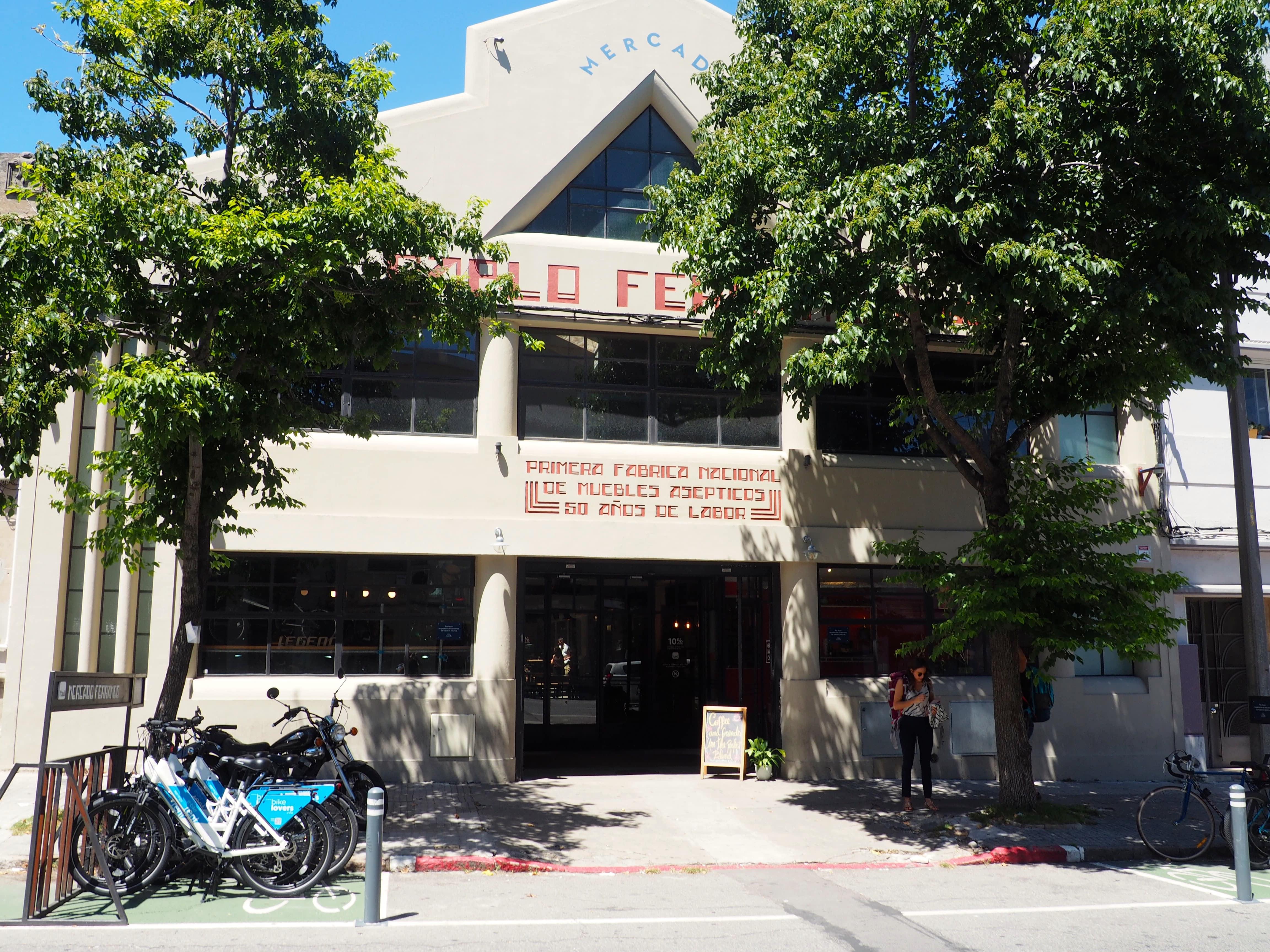 Mercado Ferrando en Montevideo; ideal para comer o cenar en el mejor ambiente